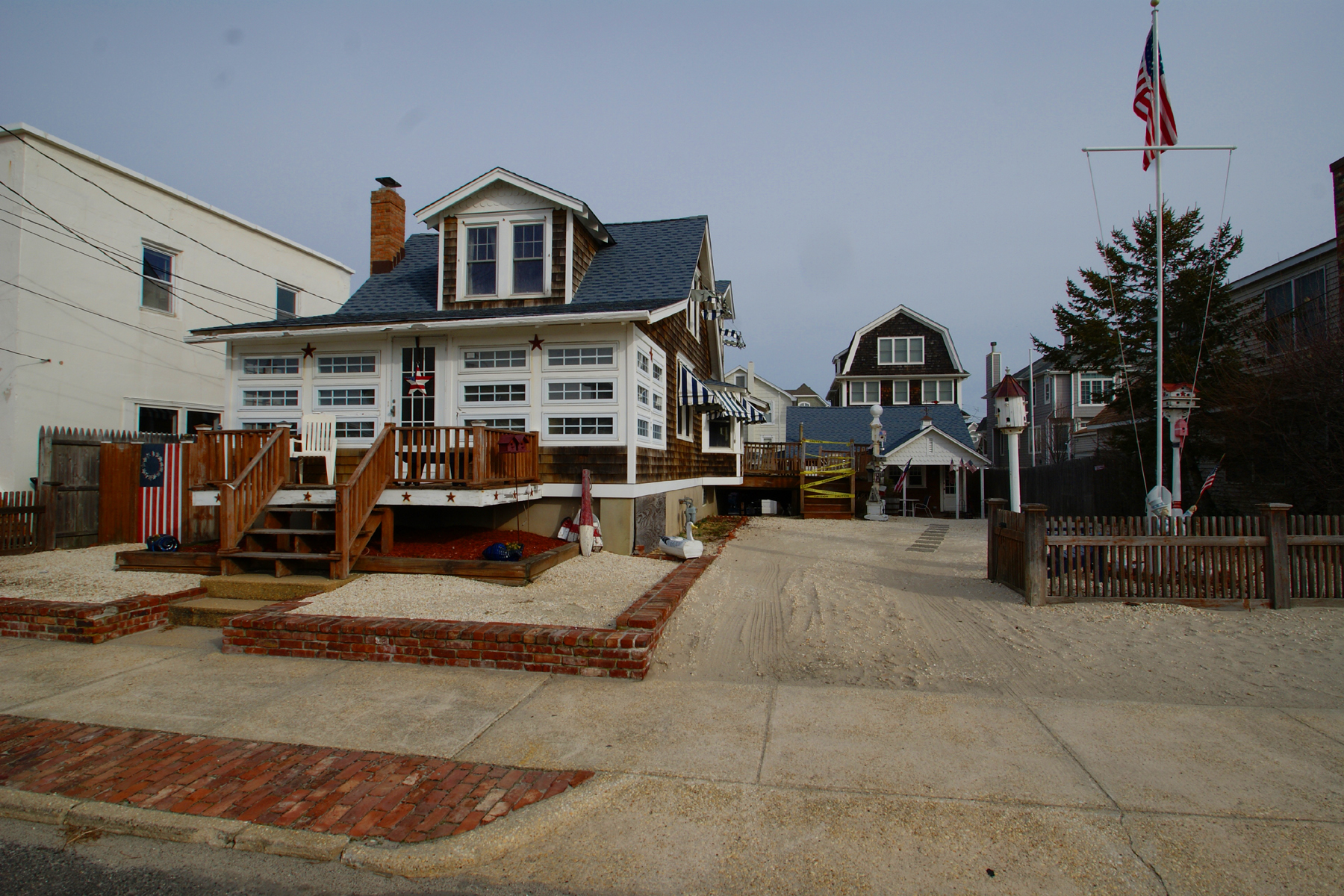 Nhà ở một gia đình vì Bán tại Truly Classic Cape-Style Home 50 2nd Avenue Normandy Beach, New Jersey, 08739 Hoa Kỳ