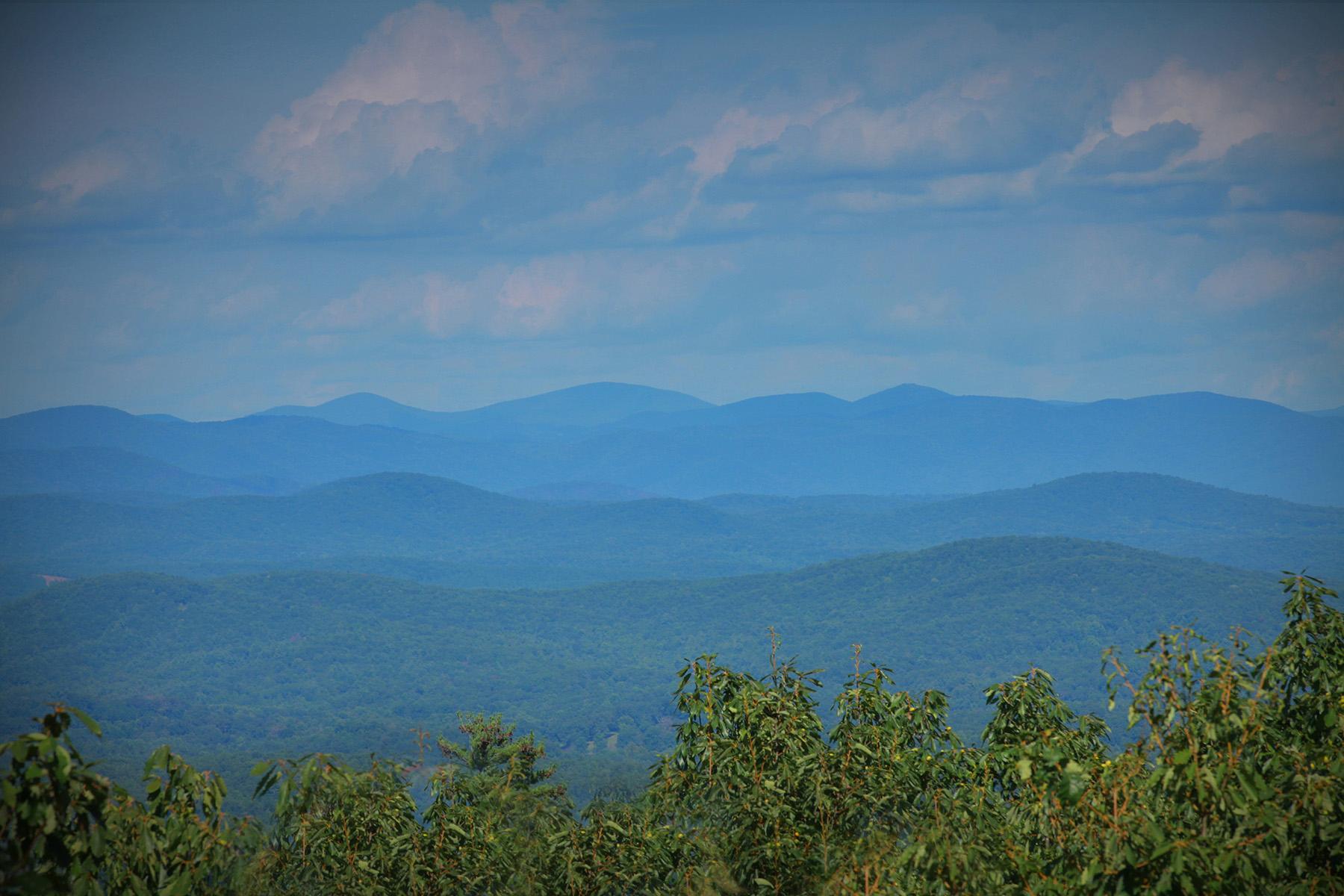 Single Family Home for Sale at Updated Mountain Retreat 154 Bear Cub Ridge Big Canoe, Georgia 30143 United States