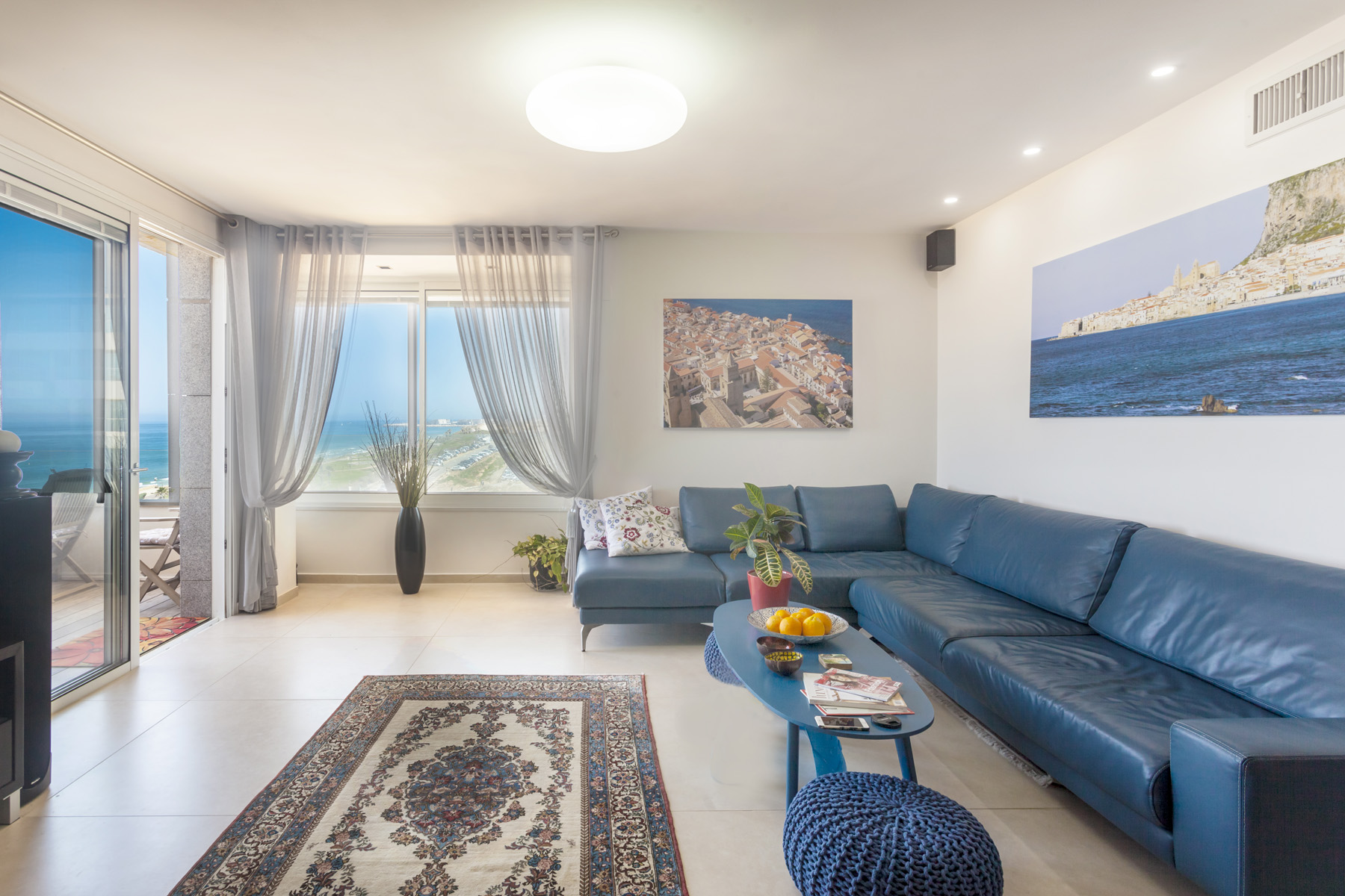 Apartamento por un Venta en Seafront Luxury Apartment in Sea & Sun Building, North Tel Aviv Tel Aviv, Israel Israel