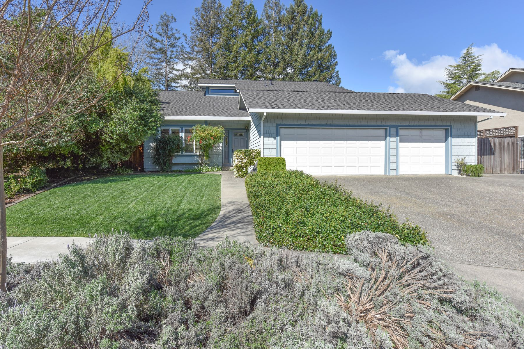 Single Family Home for Sale at Elegant and Spacious Home in Browns Valley 1041 Banbury Court Napa, California 94558 United States