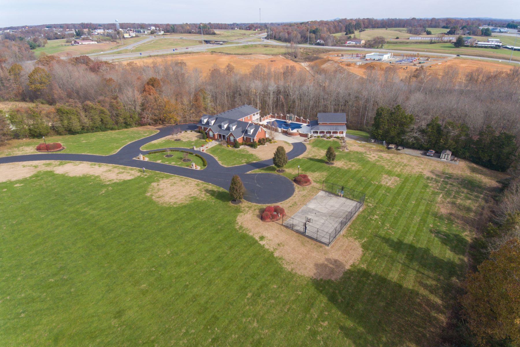 Single Family Homes للـ Sale في Russell Springs, Kentucky 42642 United States