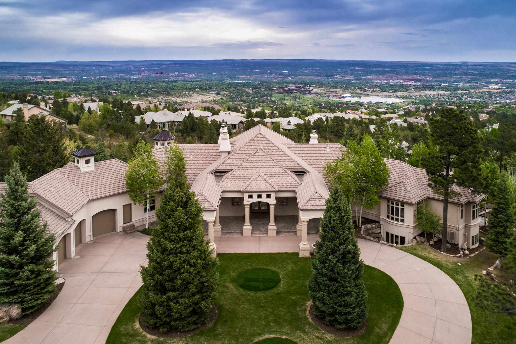 Single Family Home for Active at This truly spectacular home sits on over 2 acres and affords panoramic views! 4915 Canyon Meadows Vw Colorado Springs, Colorado 80906 United States