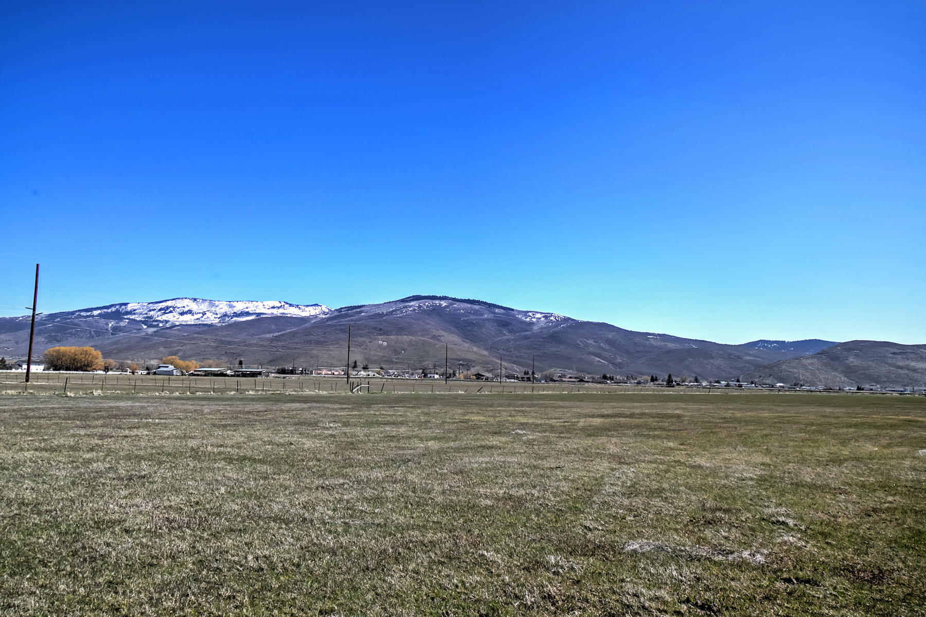 Terrain pour l Vente à Fully fenced 8.89 acre flat lot in Kamas with Garage! 553 W 200 S Kamas, Utah, 84036 États-Unis