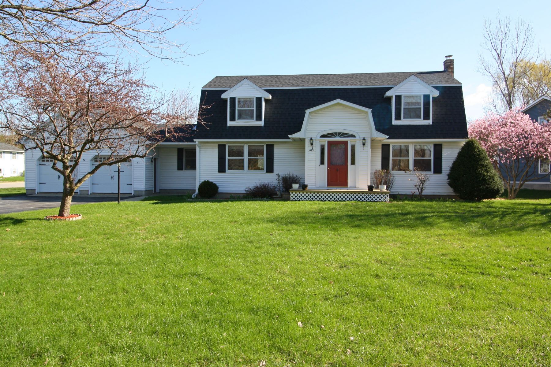 Single Family Homes for Sale at 671 Buttolph Drive, Middlebury 671 Buttolph Dr Middlebury, Vermont 05753 United States