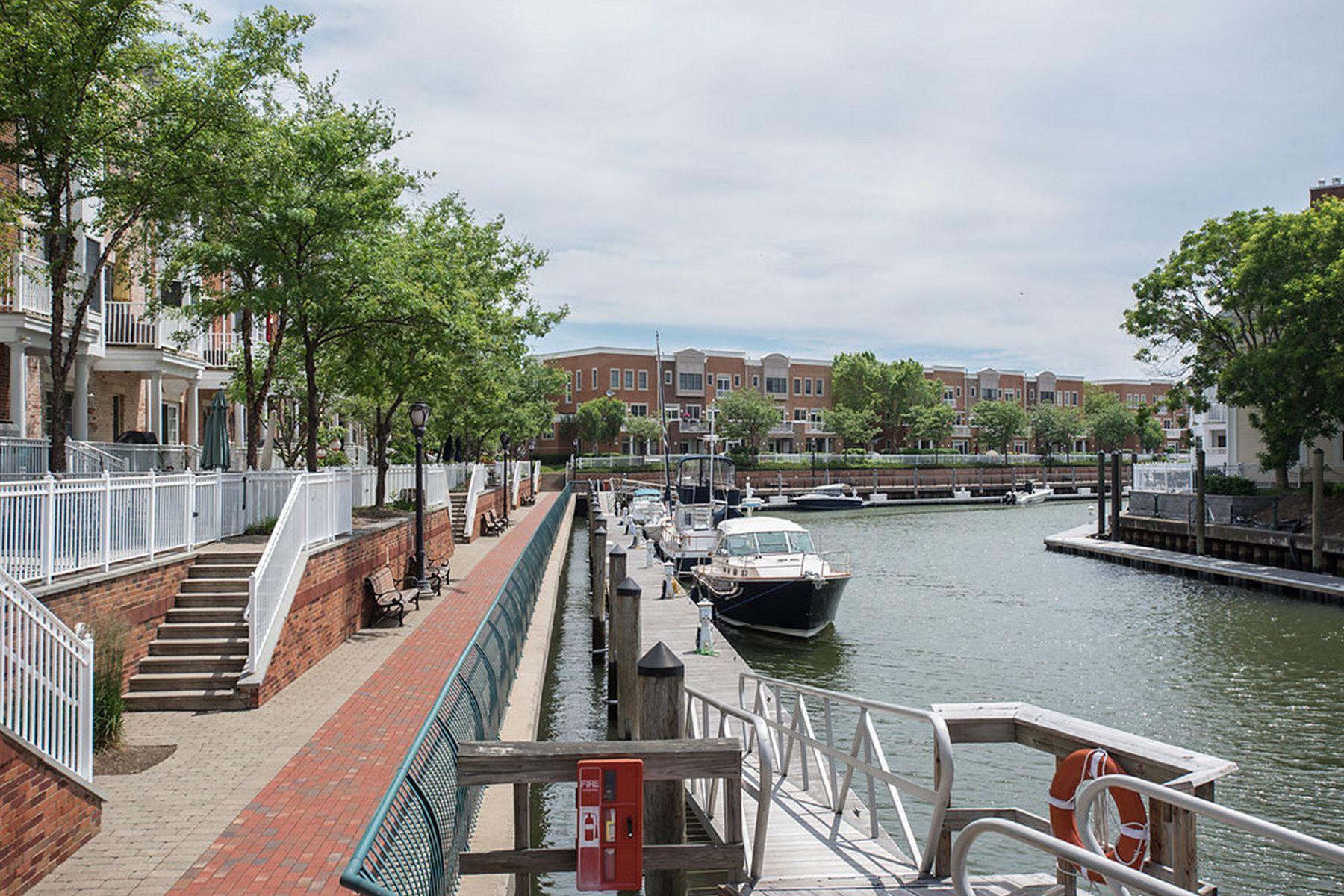 Appartement en copropriété pour l Vente à PORT LIBERTE! New to market! 207 Shearwater CT #33 Jersey City, New Jersey, 07305 États-Unis