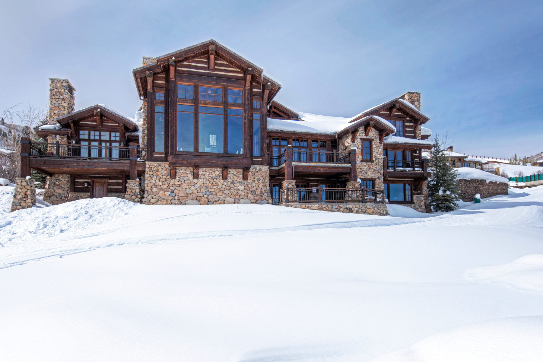 Casa para uma família para Venda às Rustic Lodge-Style Home with Grand Views and Direct Ski-in, Ski-out Access 2727 W Deer Hollow Ct Park City, Utah, 84060 Estados Unidos