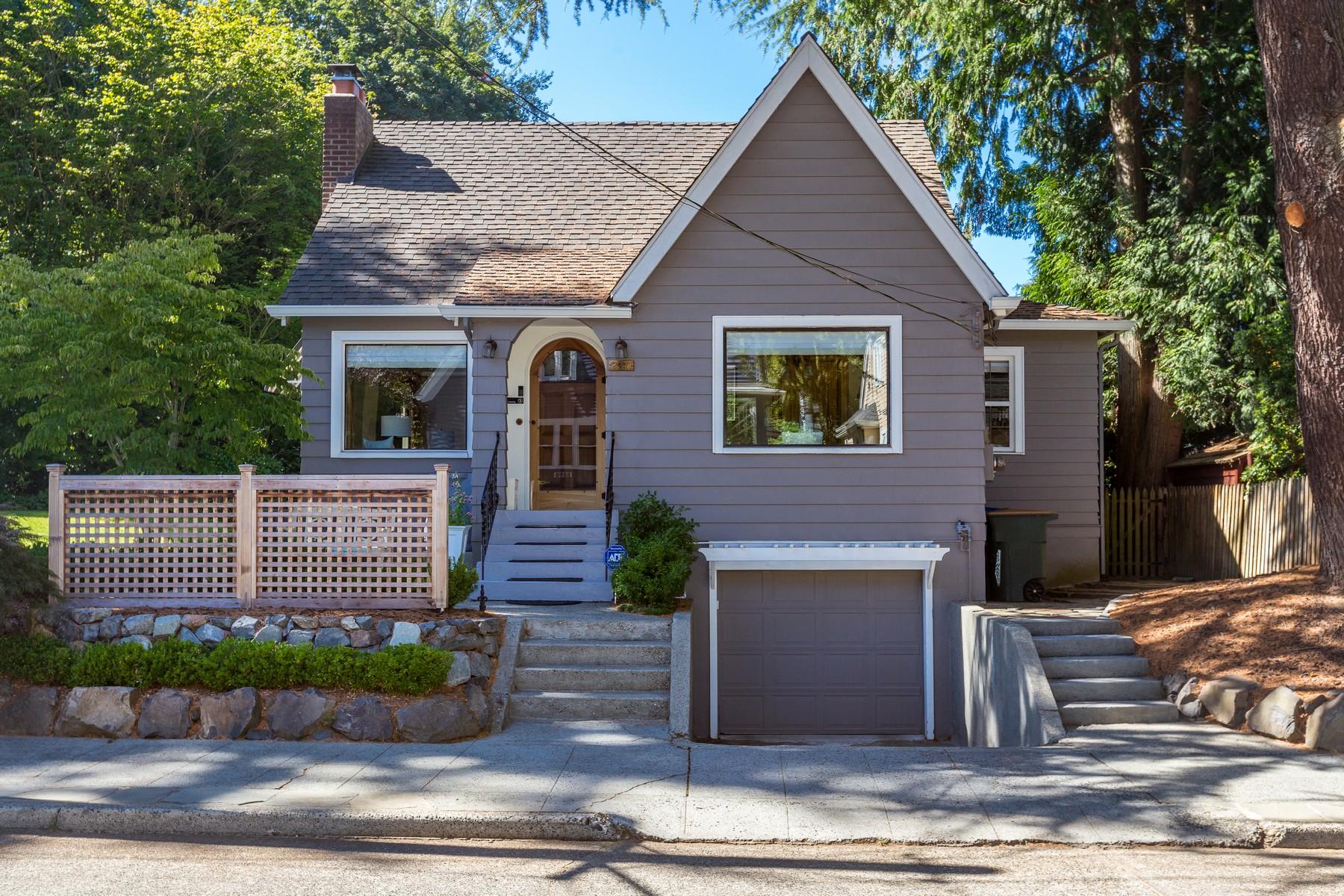 Einfamilienhaus für Verkauf beim Classic Montlake Tudor 2271 E Howe St Seattle, Washington 98112 Vereinigte Staaten