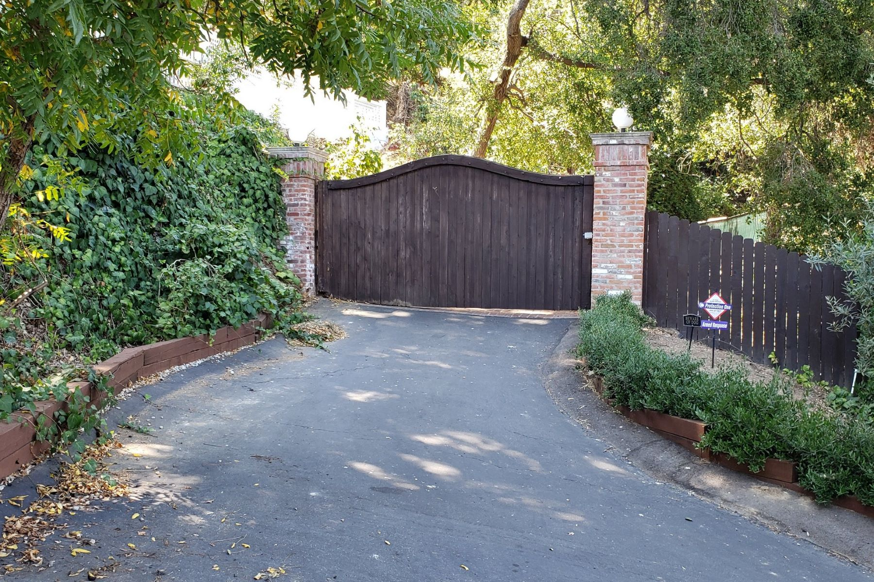 Single Family Homes for Sale at 15036 Marble Drive Sherman Oaks, California 91403 United States