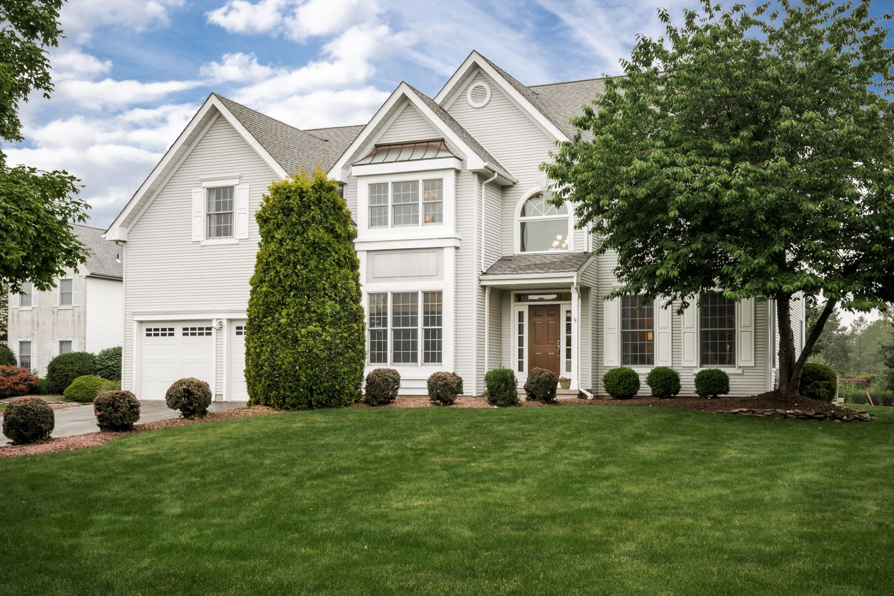 Villa per Vendita alle ore Exquisite Remodel Adds Sparkle to Sunlit Colonial - Plainsboro Township 57 Kinglet Drive South Plainsboro, New Jersey 08536 Stati UnitiIn/In giro: Plainsboro Township