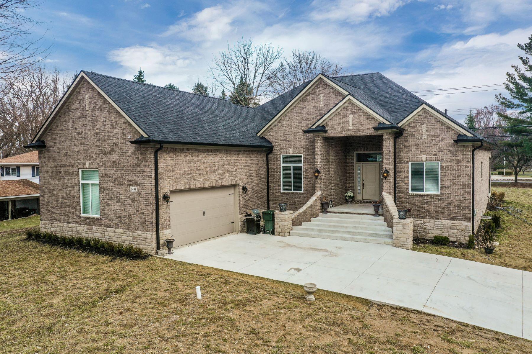 Single Family Homes 为 销售 在 1497 Walton Blvd. 罗彻斯特, 密歇根州 48309 美国