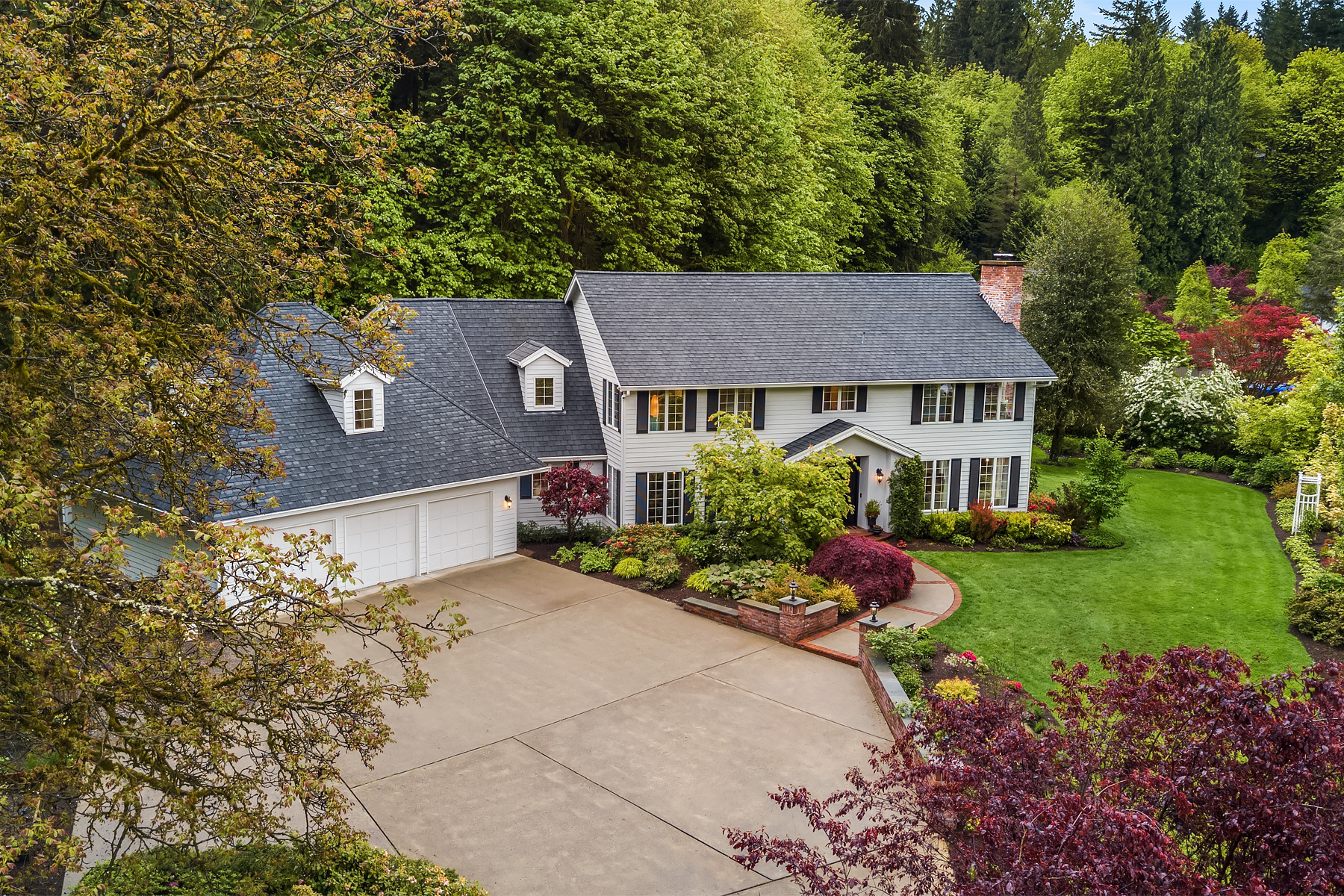 Additional photo for property listing at Timeless Four Creeks Colonial 13606 231st Place SE Issaquah, Washington 98027 United States