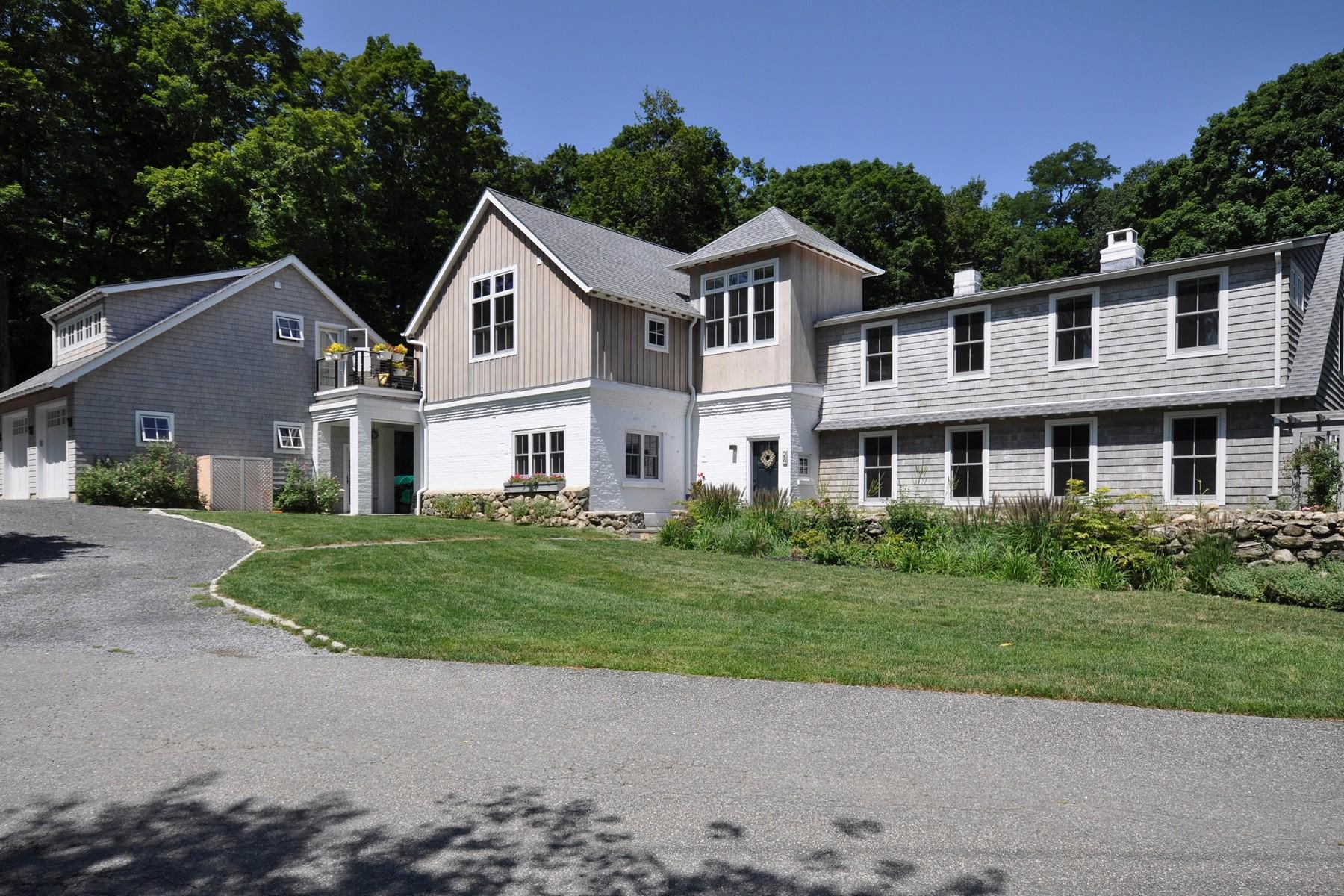 Single Family Homes für Verkauf beim Impressive Total Renovation with Addition 94 Old Farm Road N, Chappaqua, New York 10514 Vereinigte Staaten