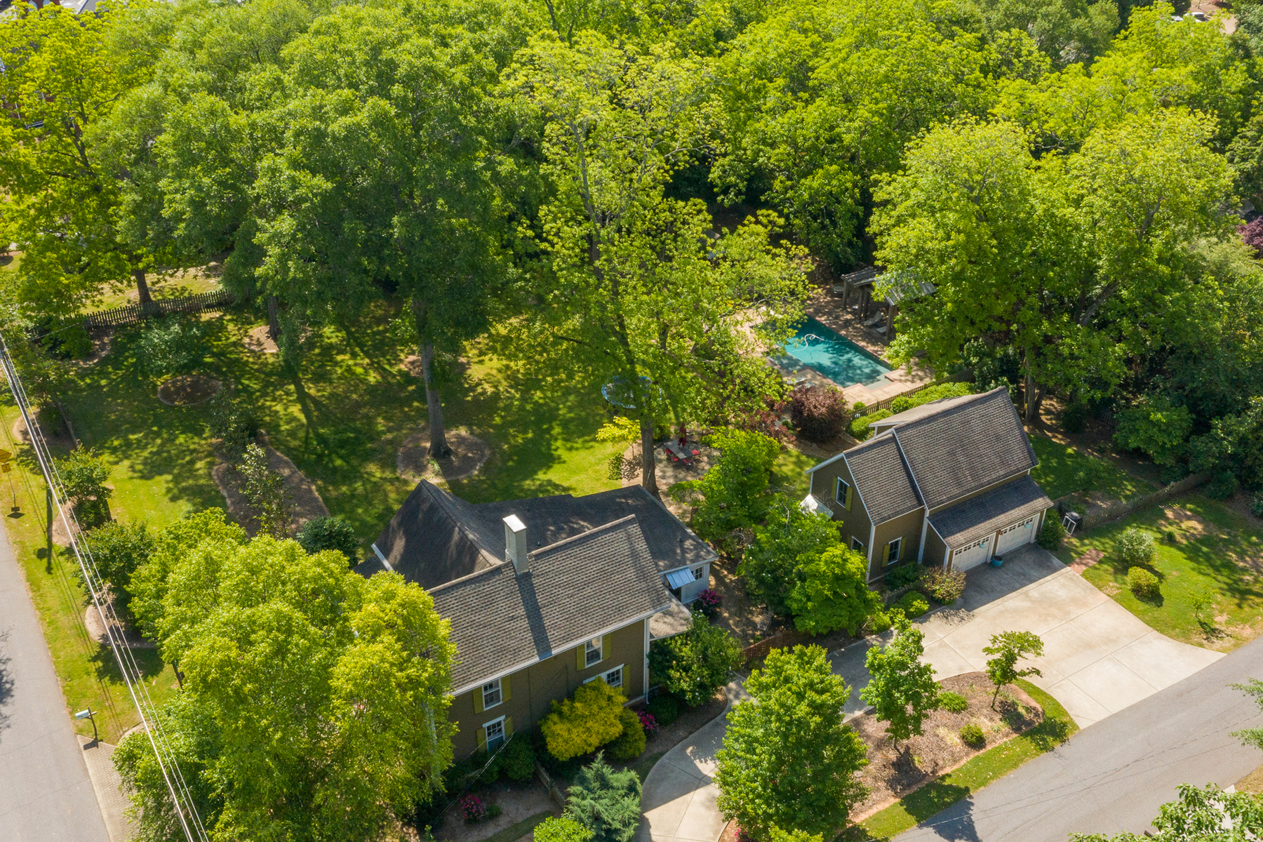 Single Family Homes 為 出售 在 Best in Senoia! Fully Renovated Historic Home with Pool 9 Johnson Street, Senoia, 喬治亞州 30276 美國