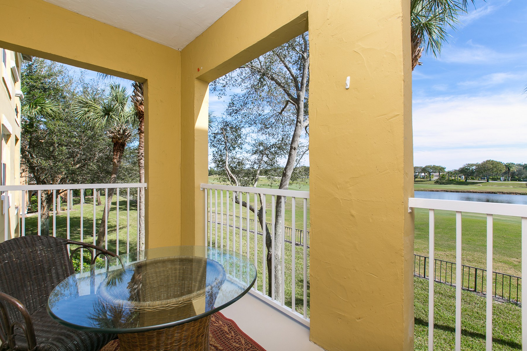 Additional photo for property listing at Totally Renovated and Gorgeous Condo at Fairways at Grand Harbor 5045 Fairways Circle #D203 Vero Beach, Florida 32967 United States
