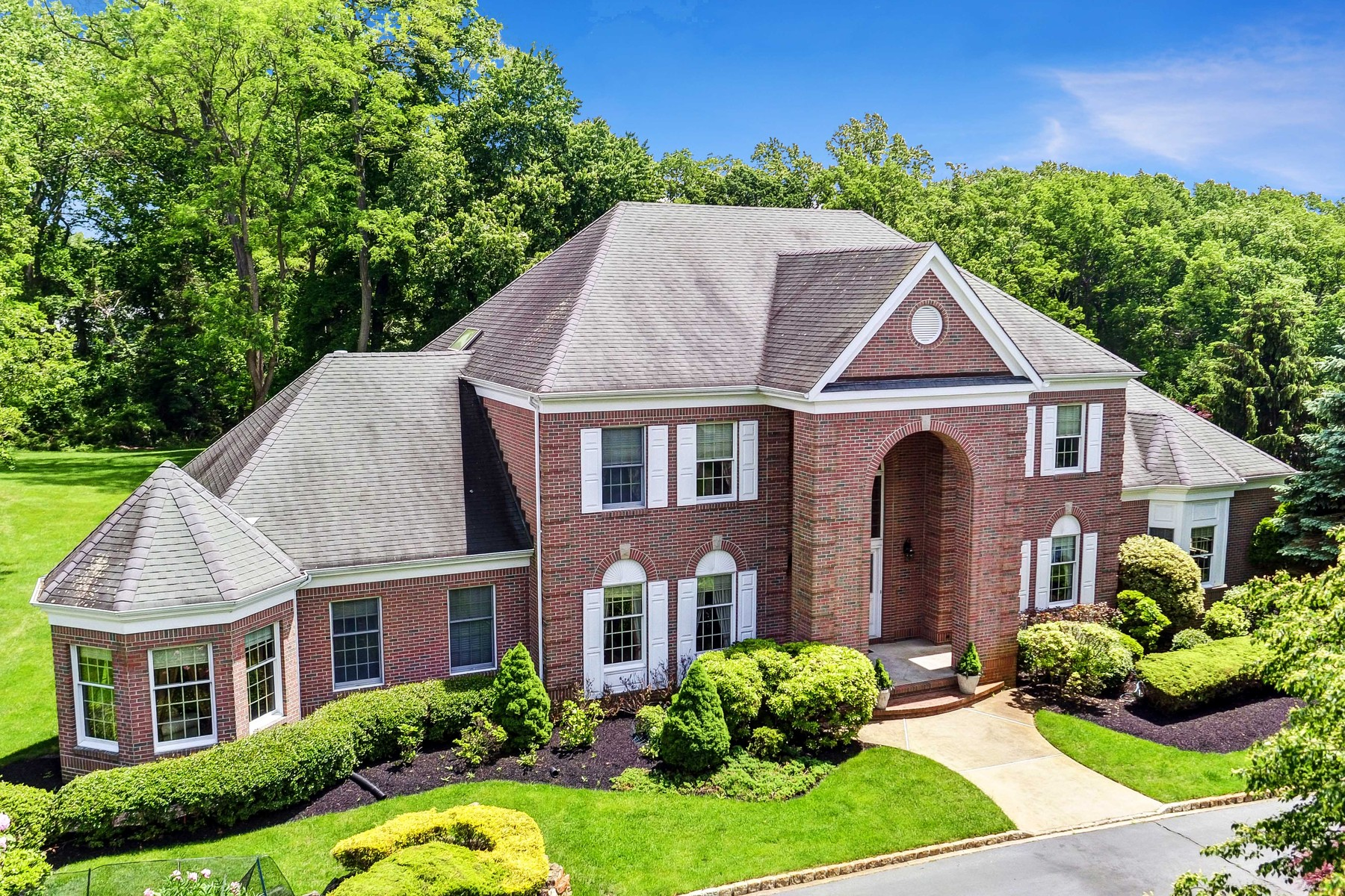 Single Family Homes for Sale at Elegant Custom Colonial 3 Concord Court Colts Neck, New Jersey 07722 United States