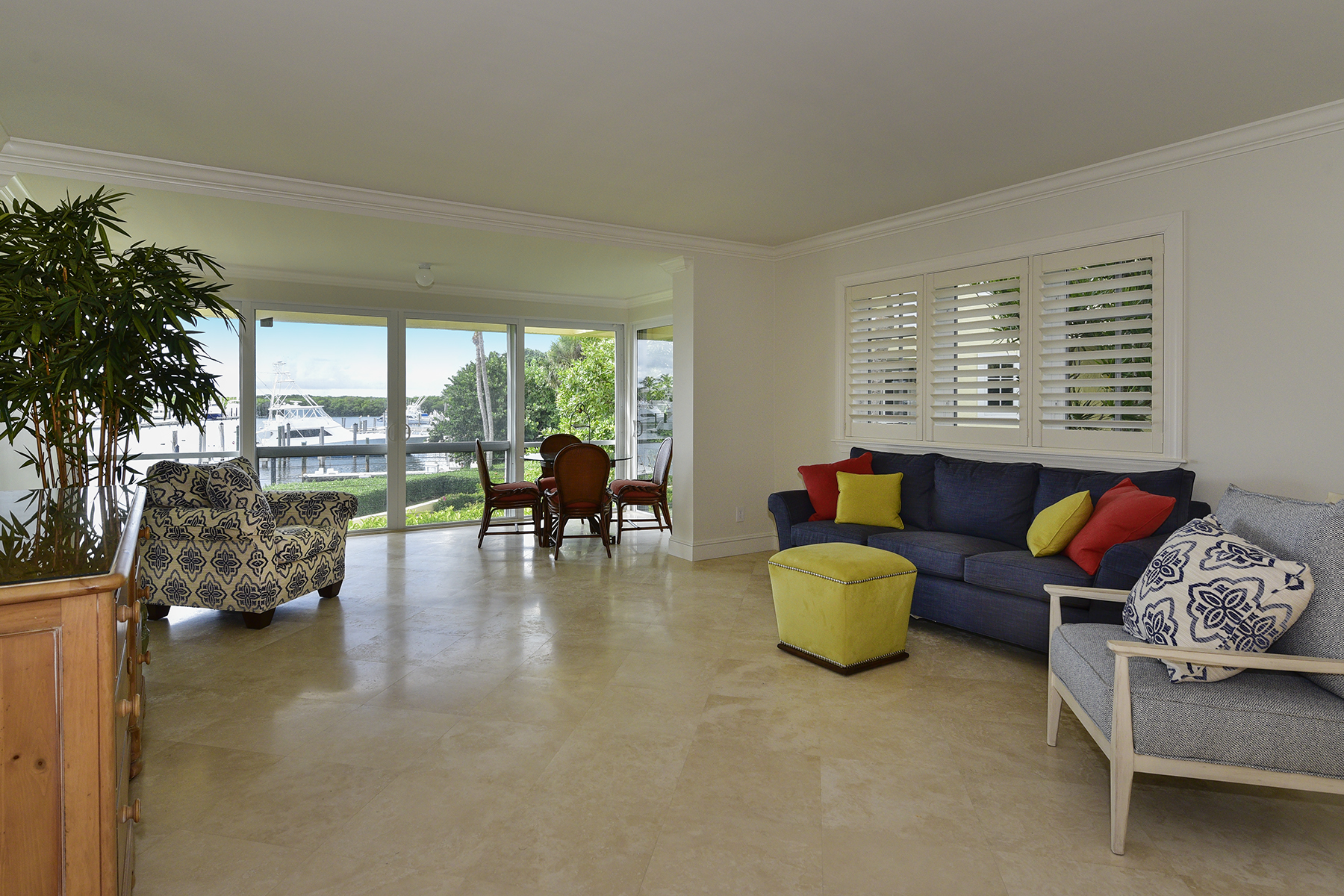 Additional photo for property listing at Waterfront Condominium at Ocean Reef 18 Marina Drive, Unit A Key Largo, Florida 33037 Verenigde Staten