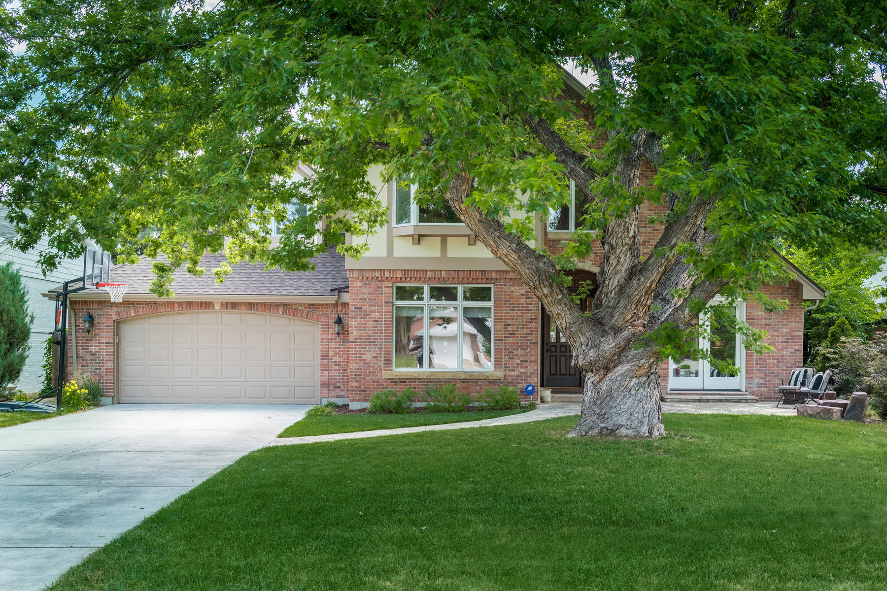 Additional photo for property listing at Luxurious Tudor In The Heart Of Hilltop! 130 Elm Street Denver, Colorado 80220 United States