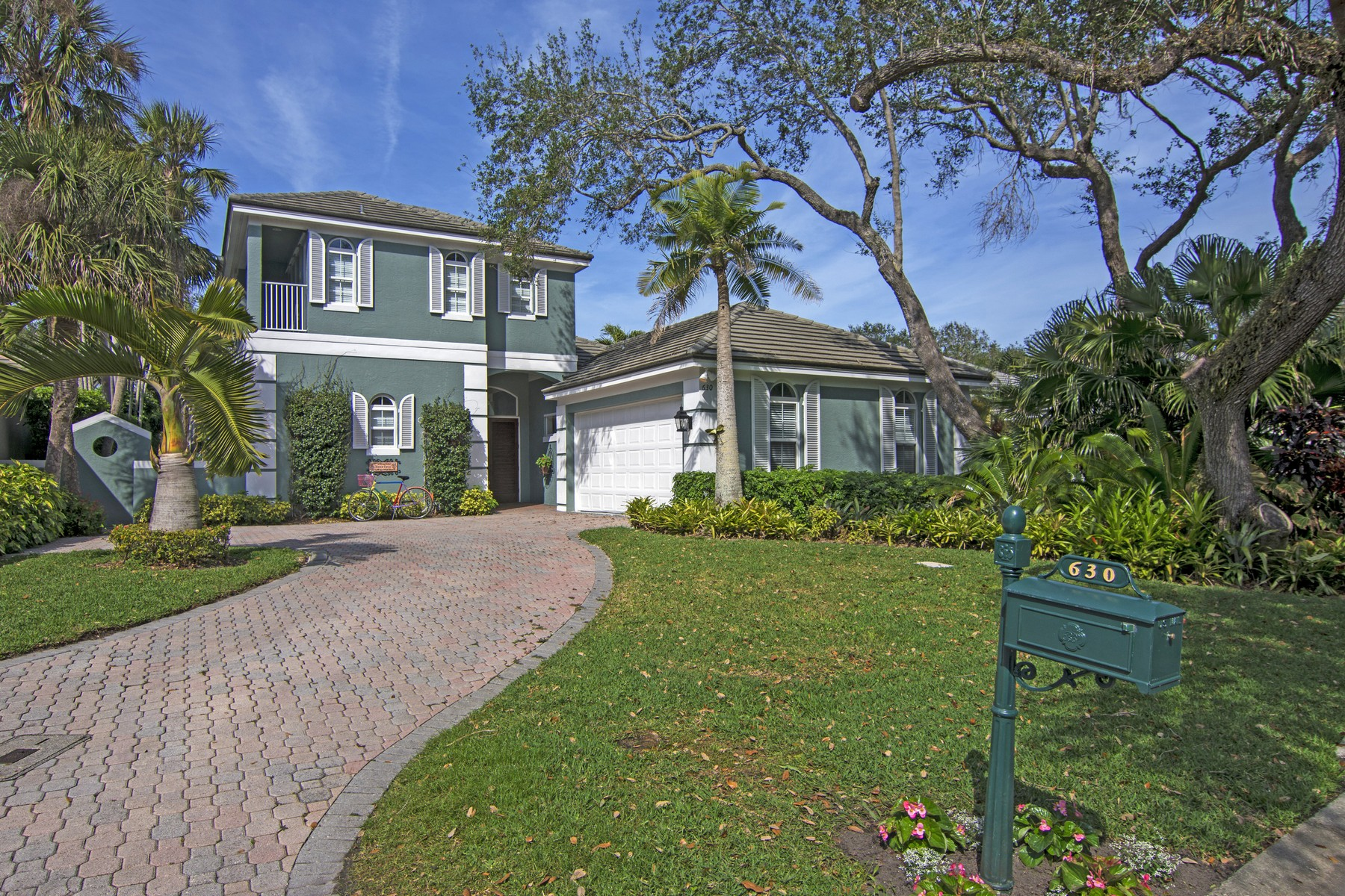 Casa Unifamiliar por un Venta en Sophisticated and Comfortable 630 Sable Oak Lane, Vero Beach, Florida, 32963 Estados Unidos