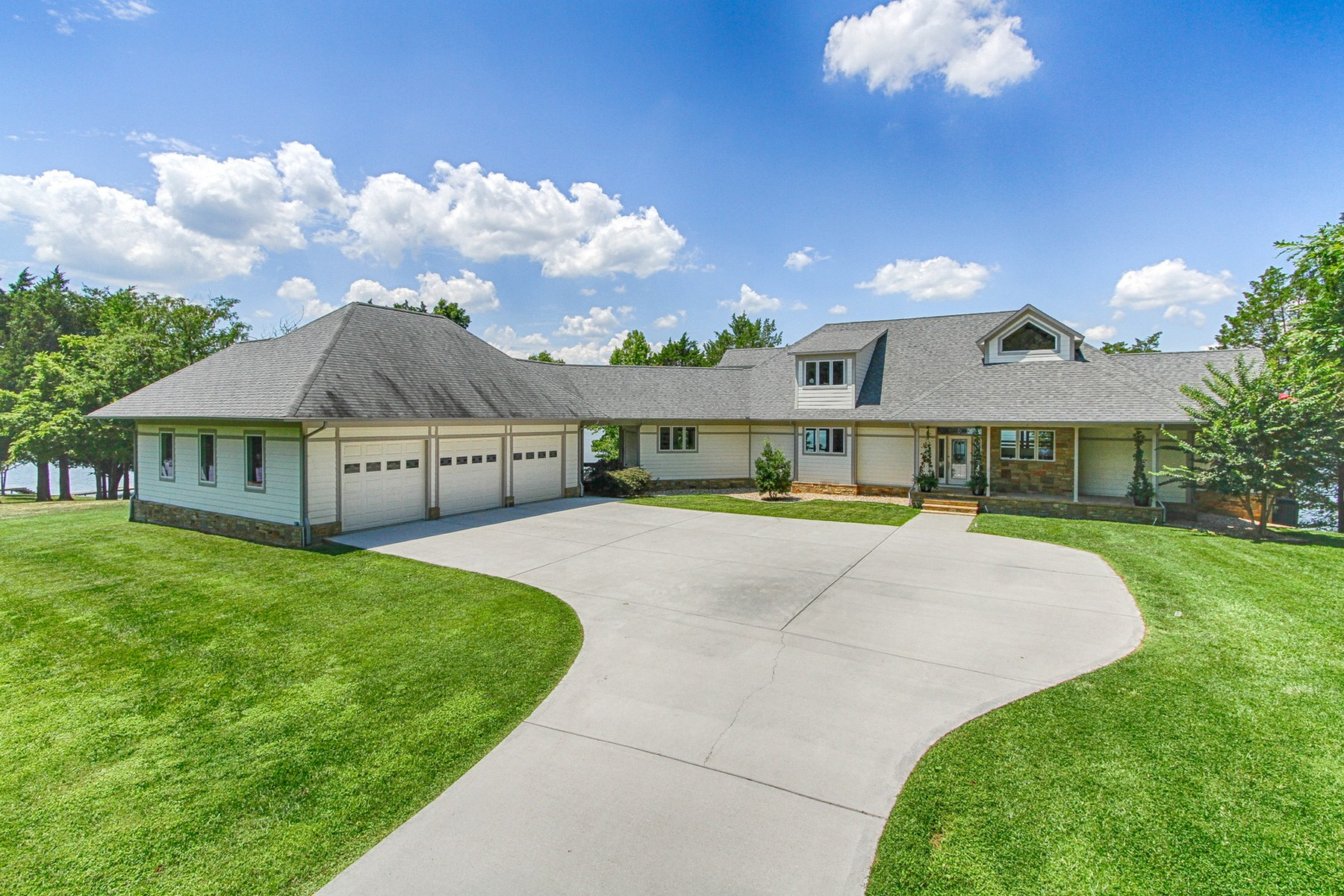 Single Family Home for Sale at Lakefront Contemporary Masterpiece 130 Shawnee Point Ten Mile, Tennessee 37880 United States