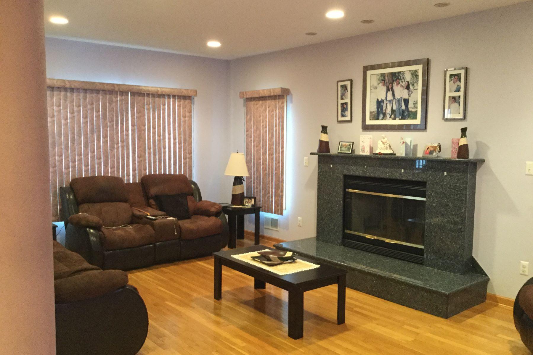 Maison avec plusieurs logements pour l Vente à Exceptional one of a kind colonial Home 140 25th Street Bayonne, New Jersey 07002 États-Unis