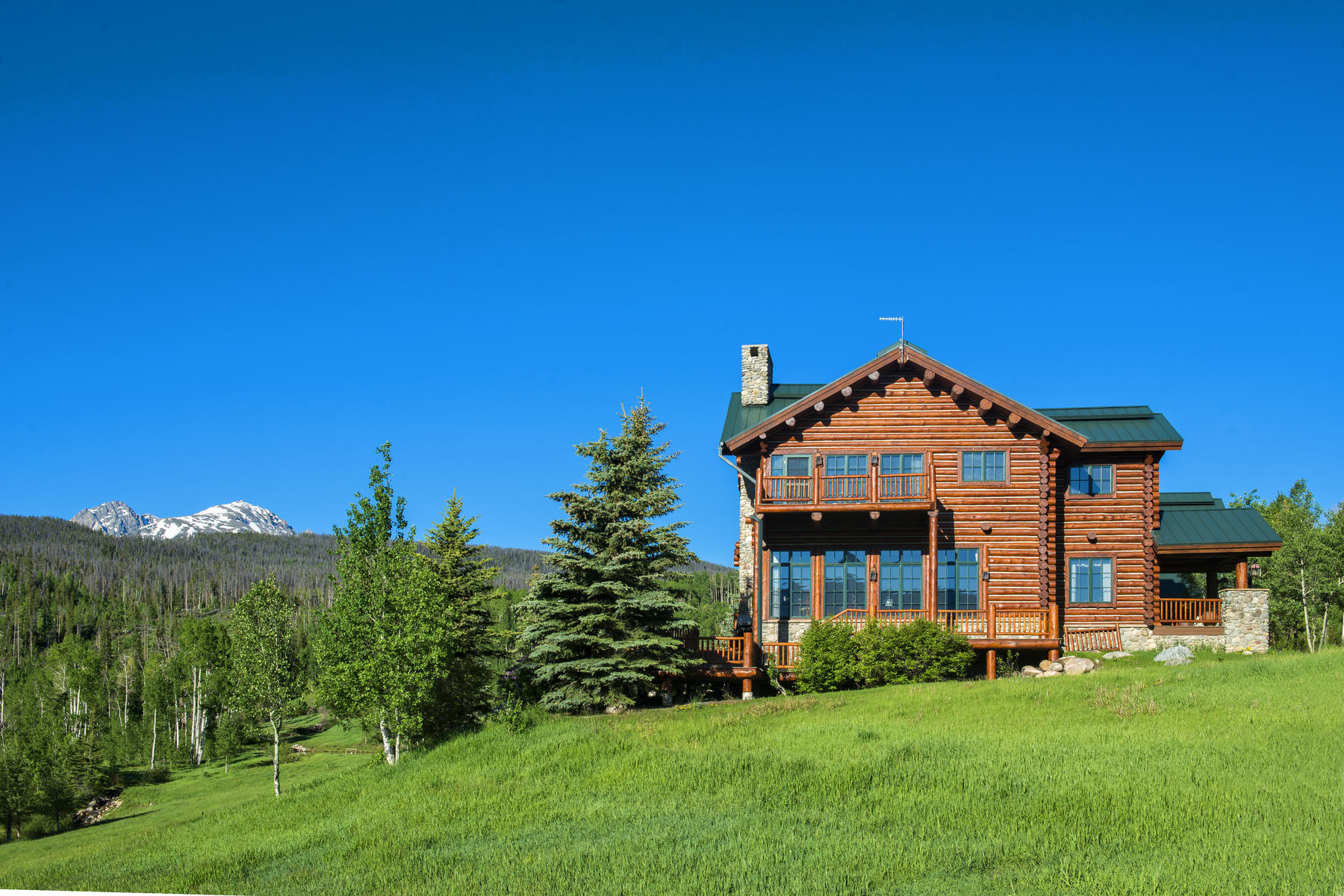 Additional photo for property listing at Private Luxury Horse Ranch on 255 Acres 1800 Triple Creek Ranch Road Silverthorne, Colorado 80498 Estados Unidos