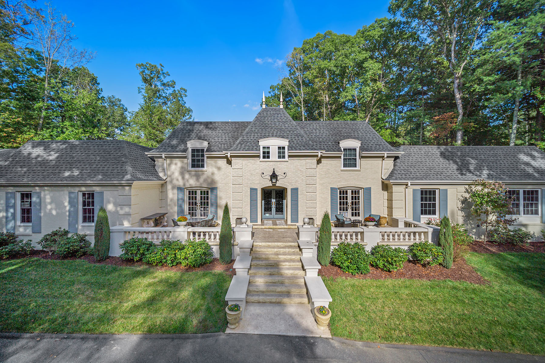 Single Family Homes for Sale at BILMORE FOREST 120 Stuyvesant Rd Asheville, North Carolina 28803 United States