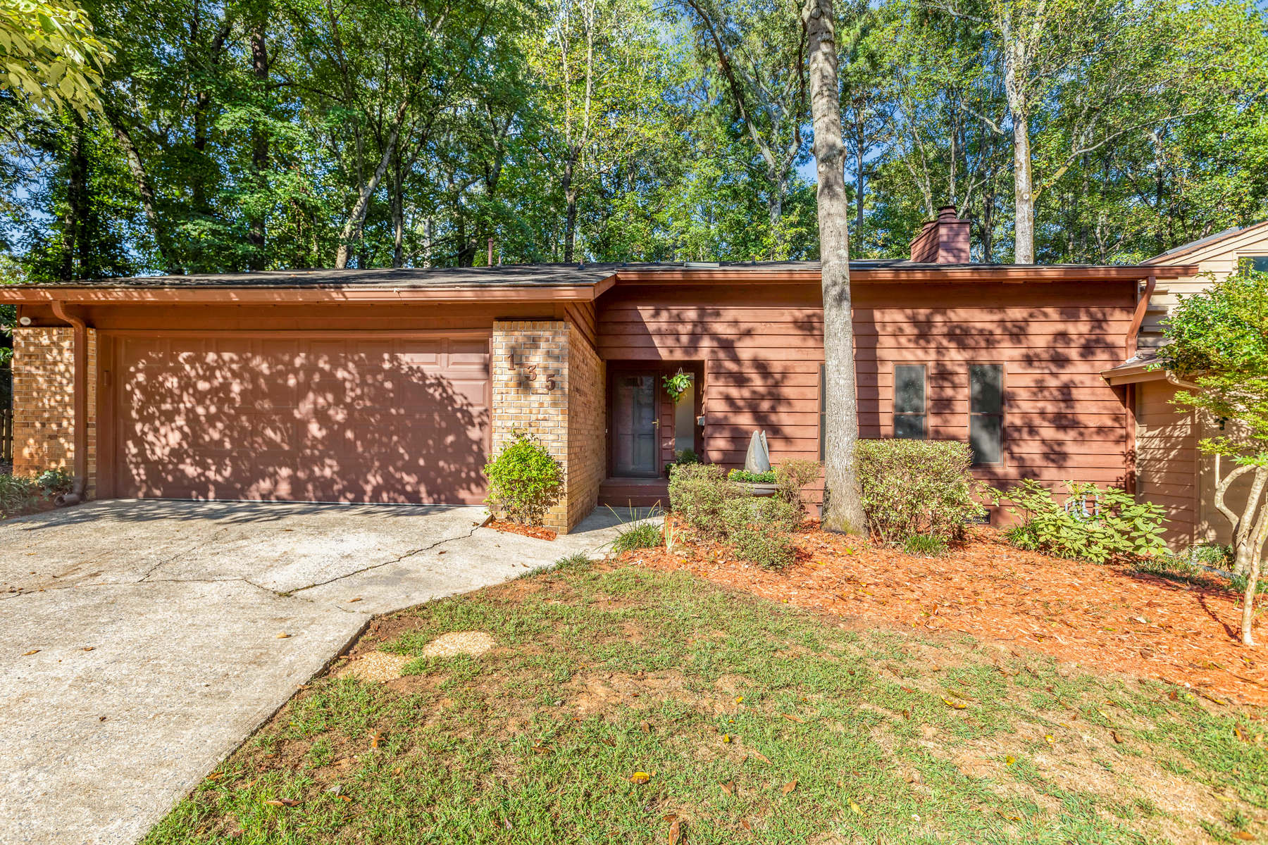 Single Family Homes のために 売買 アット Amazing Opportunity In Martins Landing 135 Lakeview Ridge E, Roswell, ジョージア 30076 アメリカ