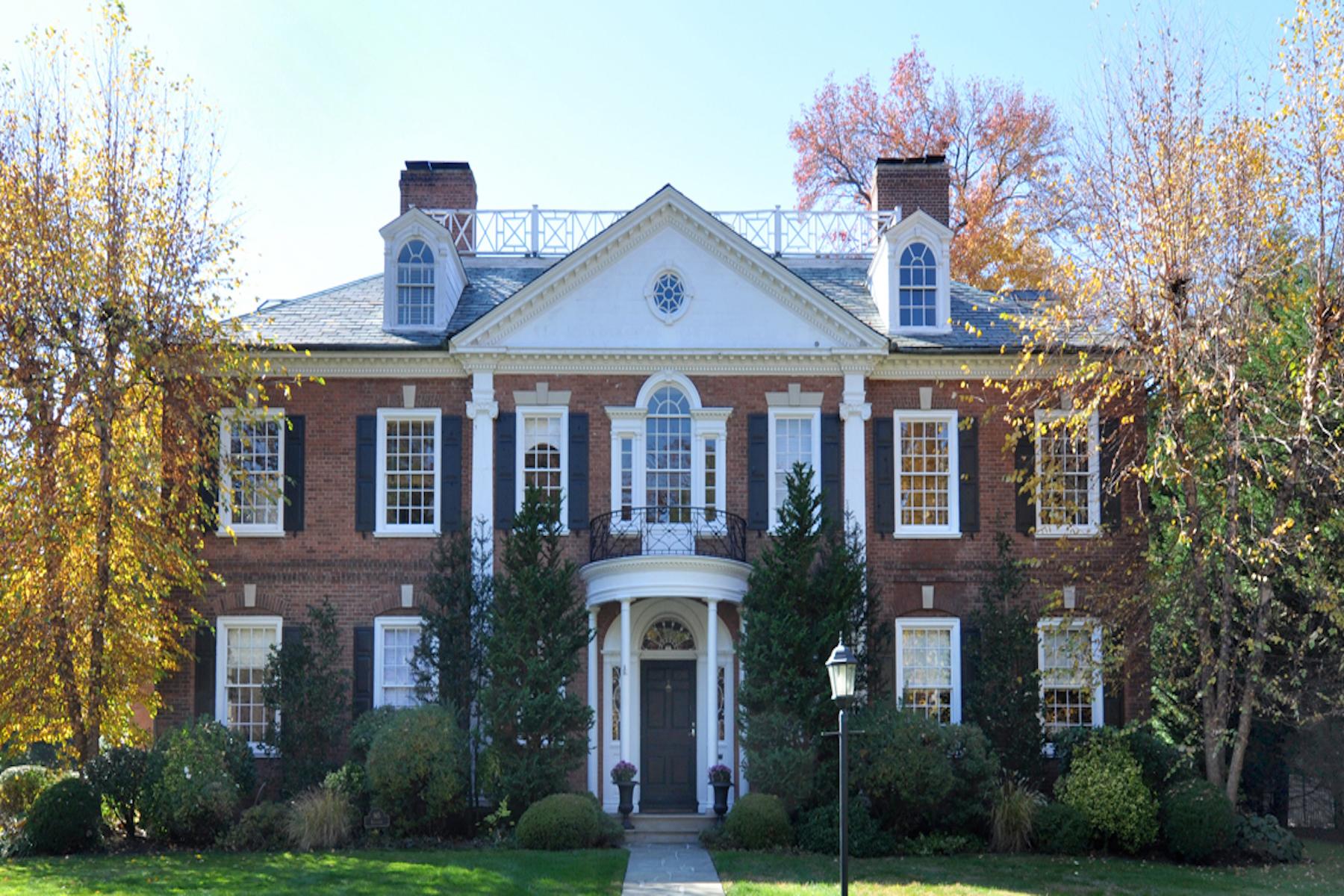 Casa para uma família para Venda às 965 Esplanade Pelham, Nova York, 10803 Estados Unidos