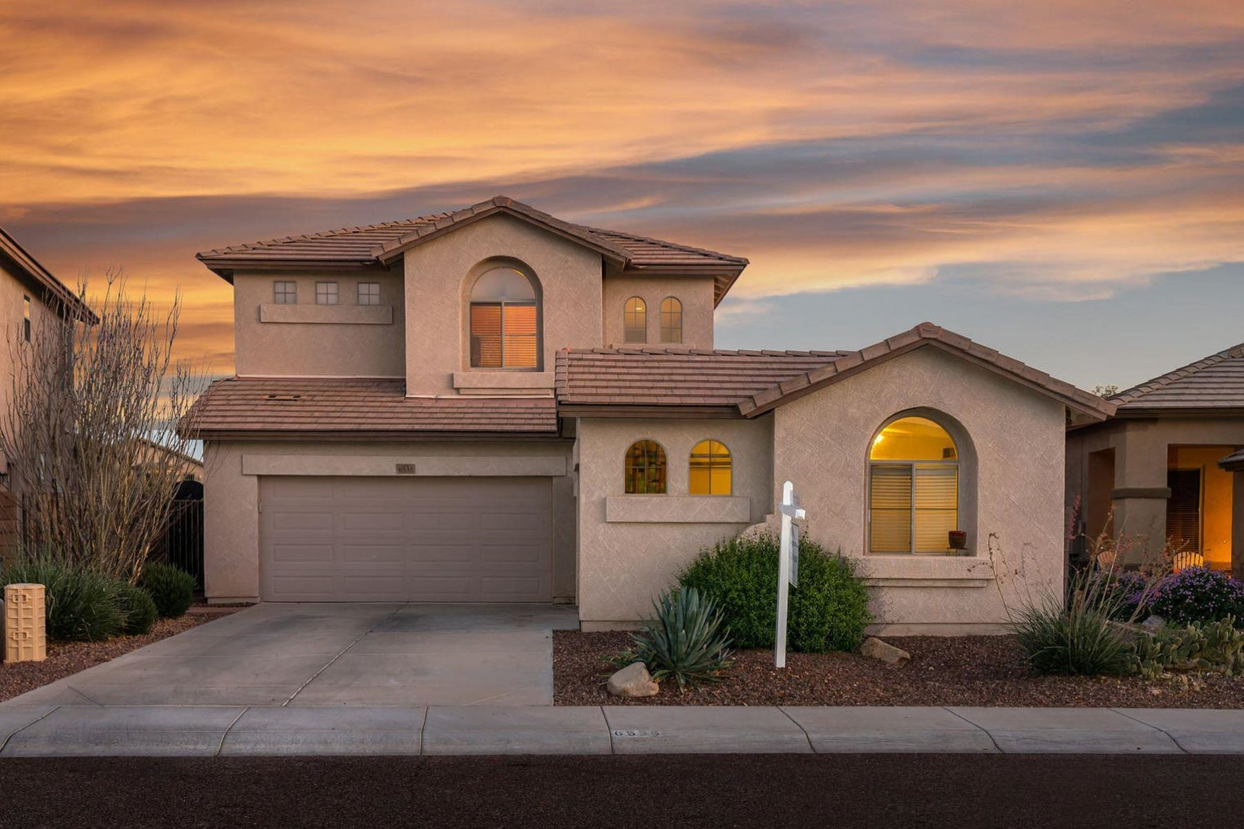 Maison unifamiliale pour l Vente à Eagle Highlands South 6535 W Tether Trl, Phoenix, Arizona, 85083 États-Unis