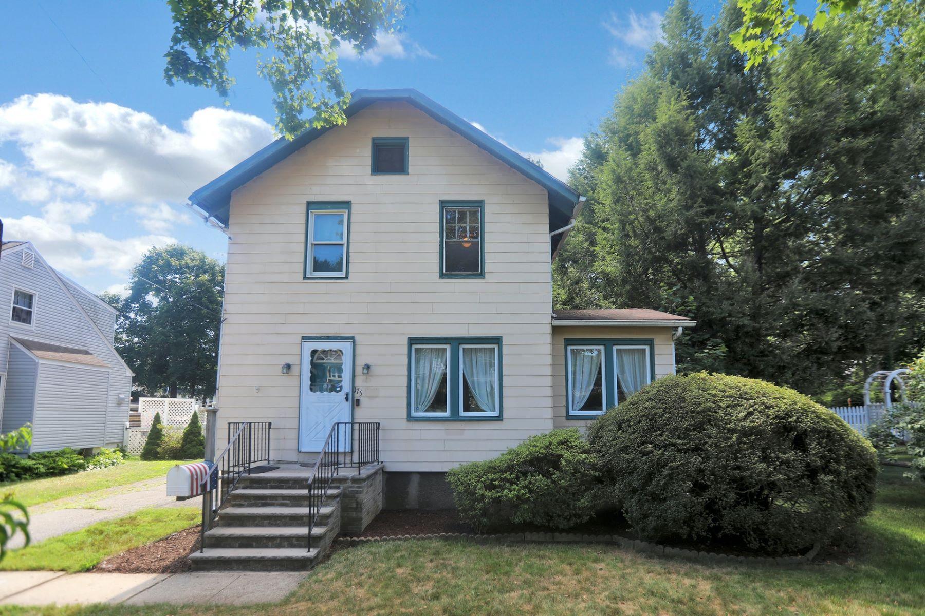 Single Family Homes för Försäljning vid Welcome home to 175 Magnolia 175 Magnolia Ave, Hillsdale, New Jersey 07642 Förenta staterna