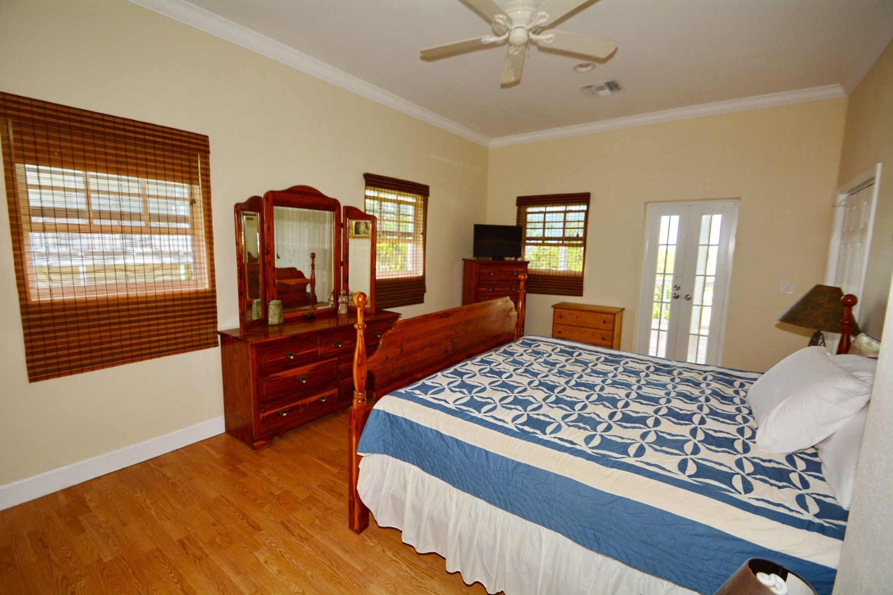 Additional photo for property listing at Carroll House Sunrise Bay, Marsh Harbour, Abaco Bahamas