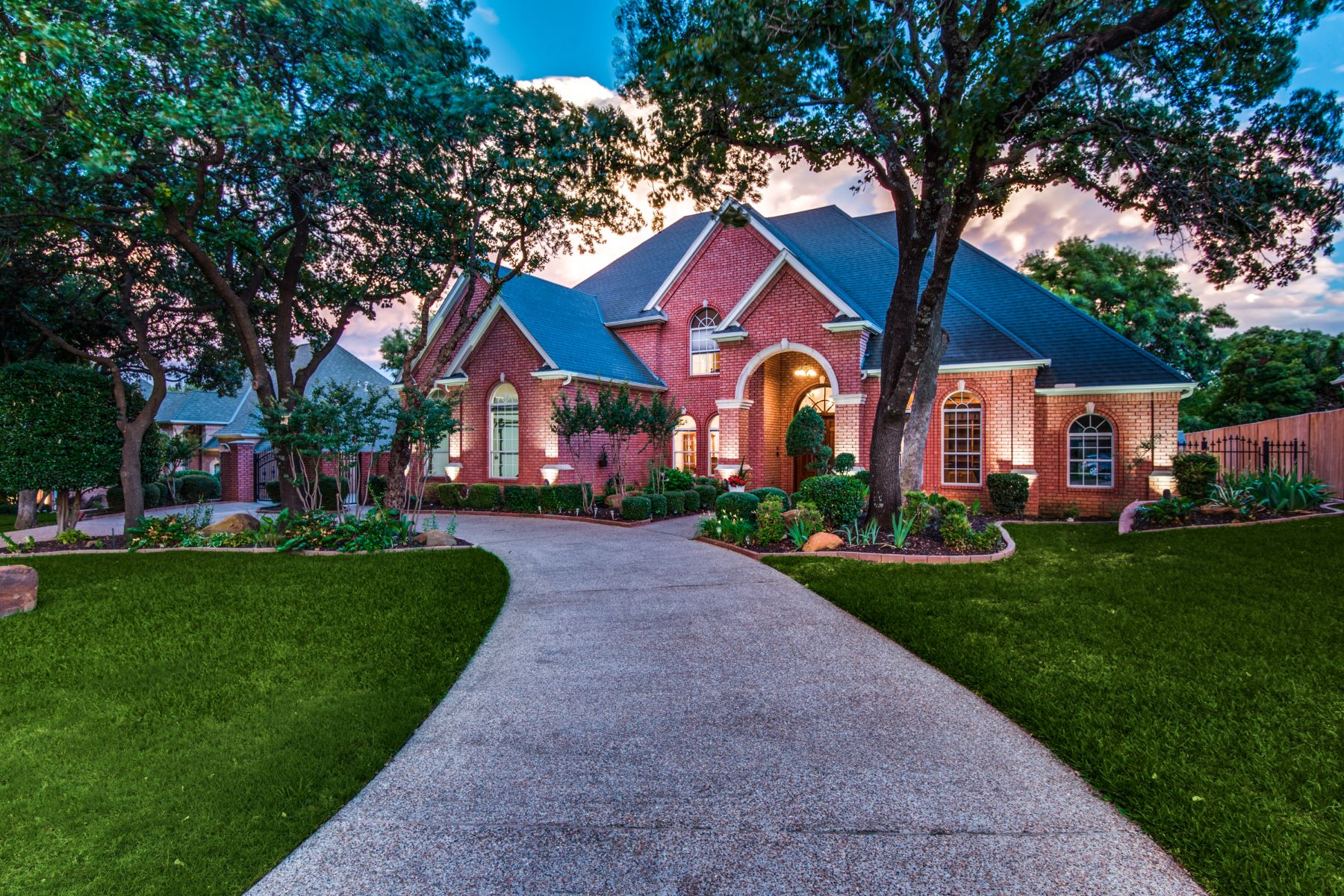Single Family Homes for Sale at Colleyville Traditional 2905 Edgewood Lane Colleyville, Texas 76034 United States
