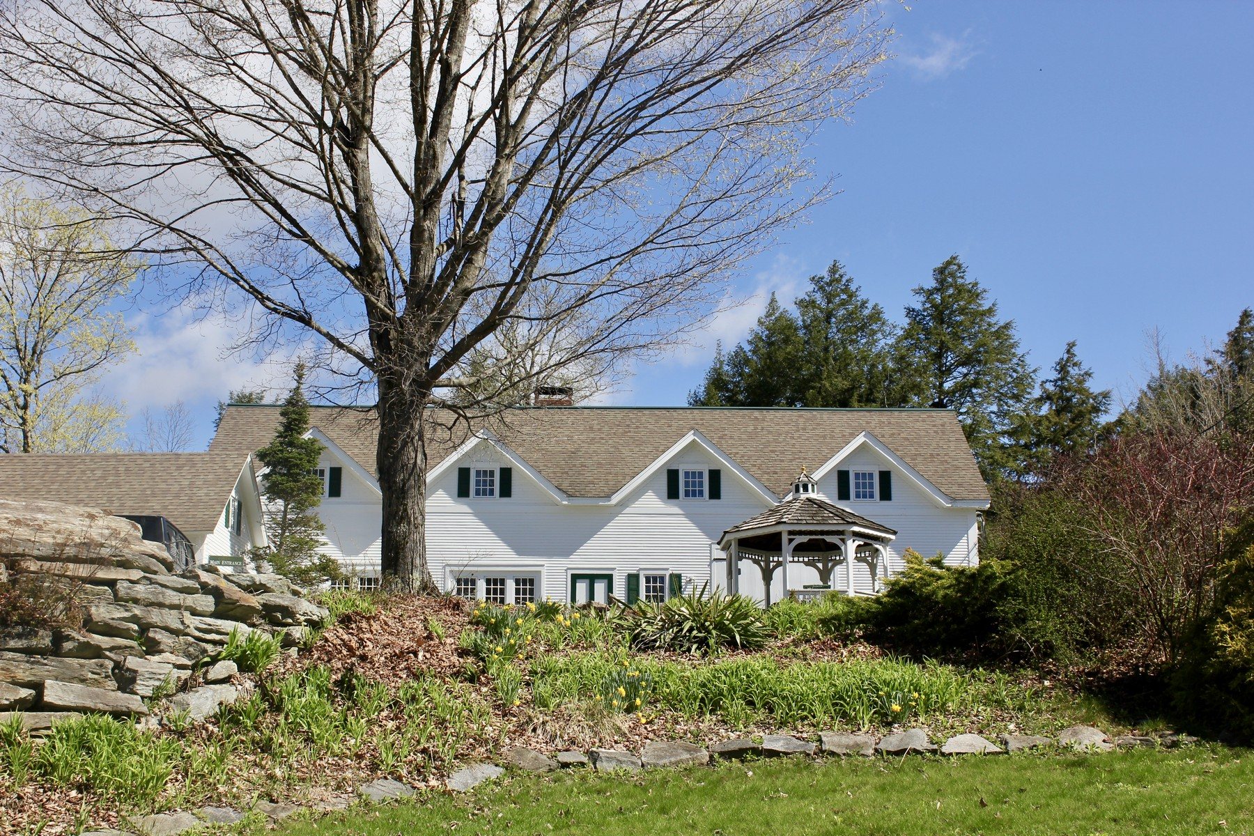 single family homes for Sale at Lakeside retreat has so much to offer! 45 Kingdom Rd Plymouth, Vermont 05056 United States