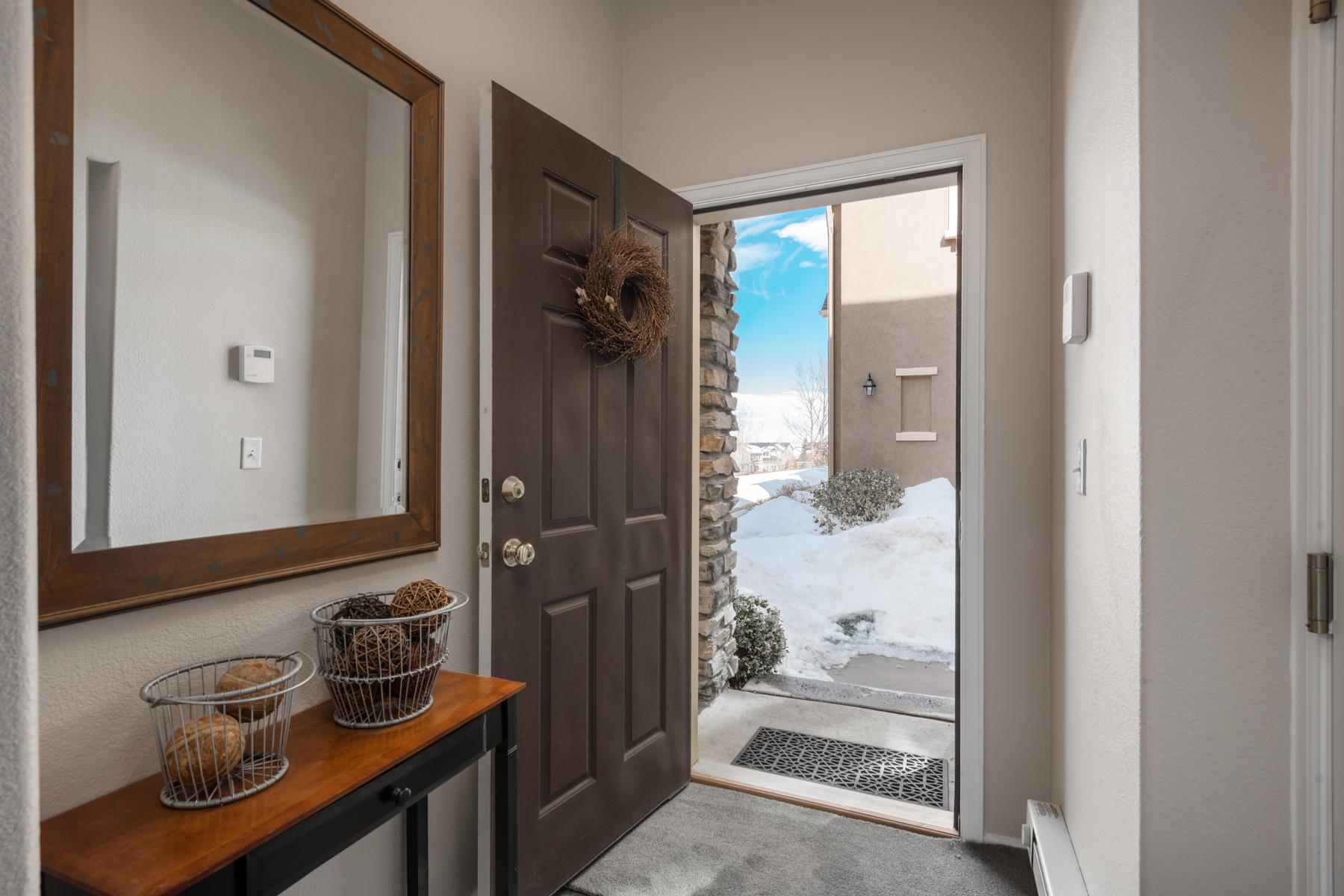 Condominiums のために 売買 アット Love at first sight! Perfectly updated & meticulously maintained 10521 Ashfield Street Unit #4B Highlands Ranch, コロラド 80126 アメリカ