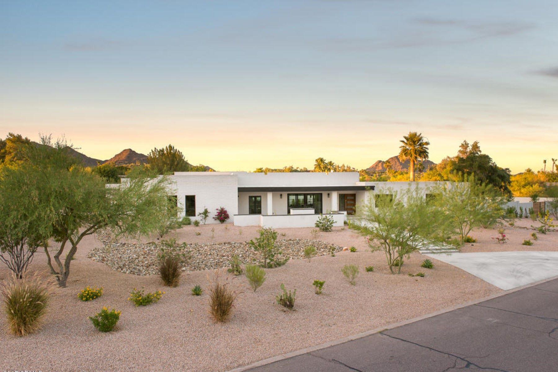 Casa Unifamiliar por un Venta en Beautiful contemporary home with stunning views of Camelback Mountain 3902 E Solano Drive Paradise Valley, Arizona, 85253 Estados Unidos