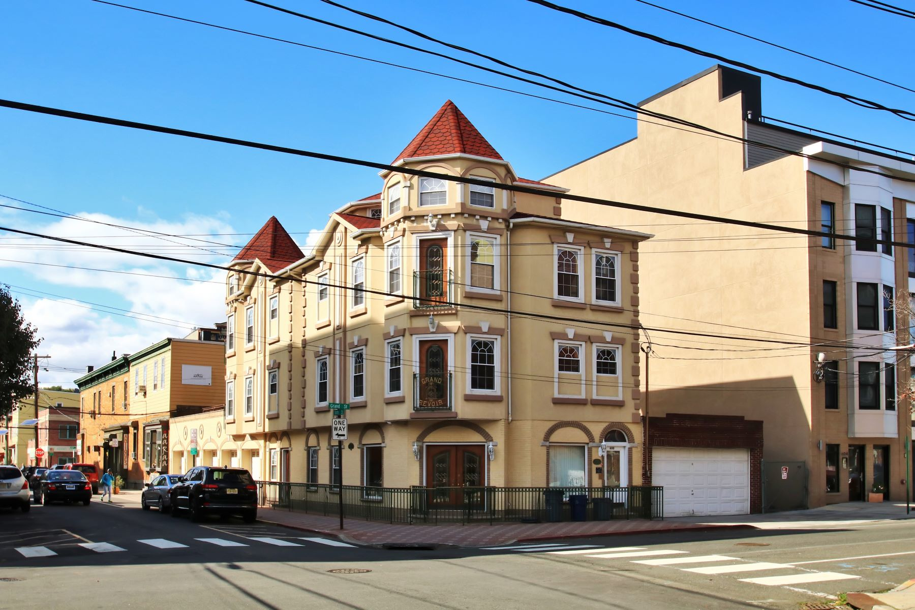 Moradia Multi-familiar para Venda às Great Investment Opportunity ~ Mixed Use Multi-Family! 600 Grand Street Hoboken, Nova Jersey, 07030 Estados Unidos