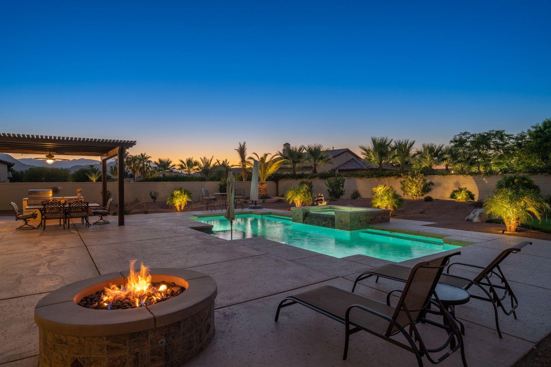 Single Family Homes para Venda às $995,000 (LP) Price/SqFt: 253.44 80996 Rockspur Ct Indio, Califórnia 92201 Estados Unidos