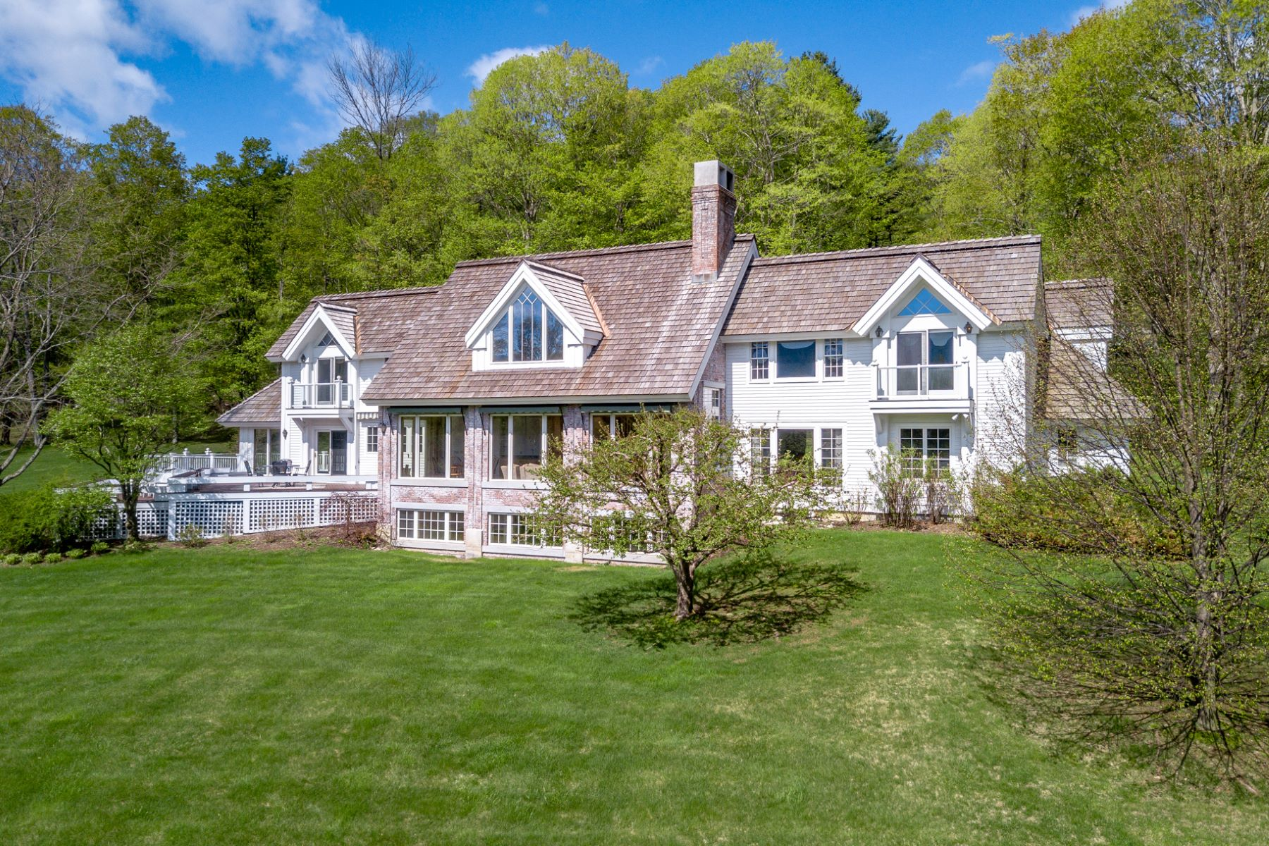 single family homes for Sale at Timberpeg Post & Beam Perfection 314 West Fields Rd Manchester, Vermont 05254 United States