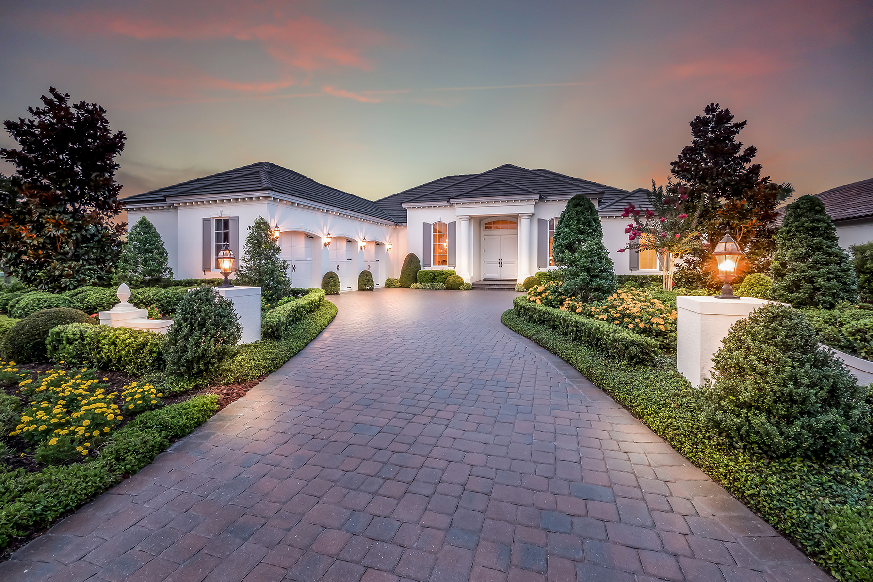 Single Family Homes für Verkauf beim THE LAKE CLUB 16204 Daysailor Trl, Lakewood Ranch, Florida 34202 Vereinigte Staaten