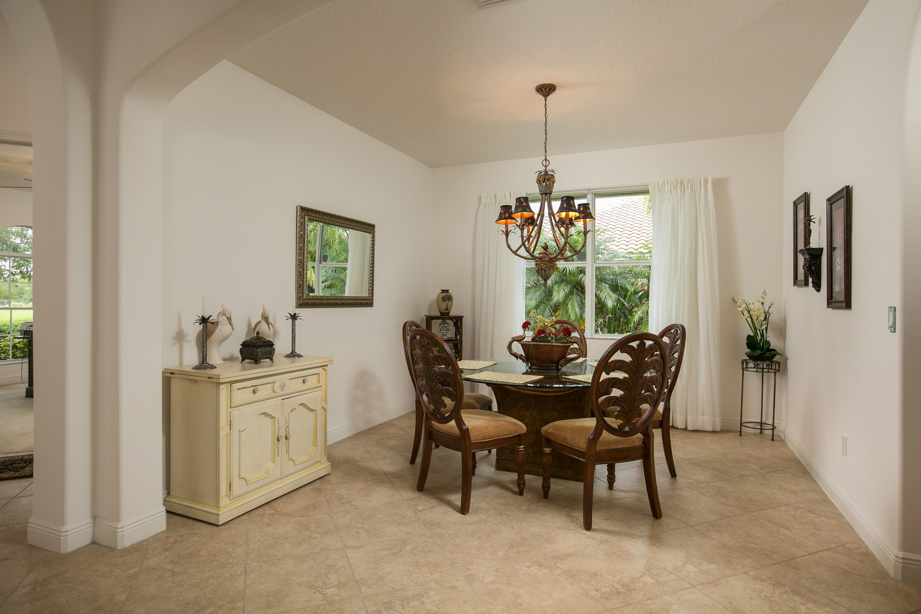 Additional photo for property listing at Spacious Lakefront Home 460 Pittman Avenue Vero Beach, Florida 32968 United States