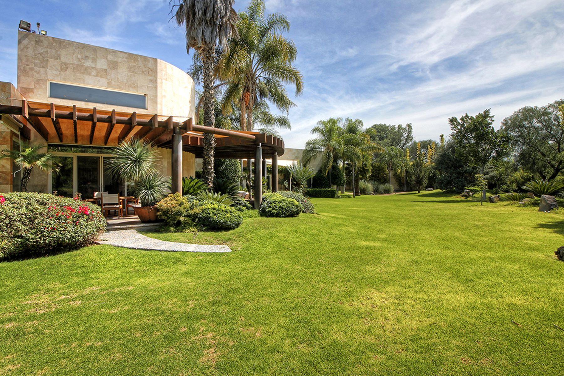 Частный односемейный дом для того Продажа на Casa Encanto Queretaro, Queretaro, 76100 Мексика