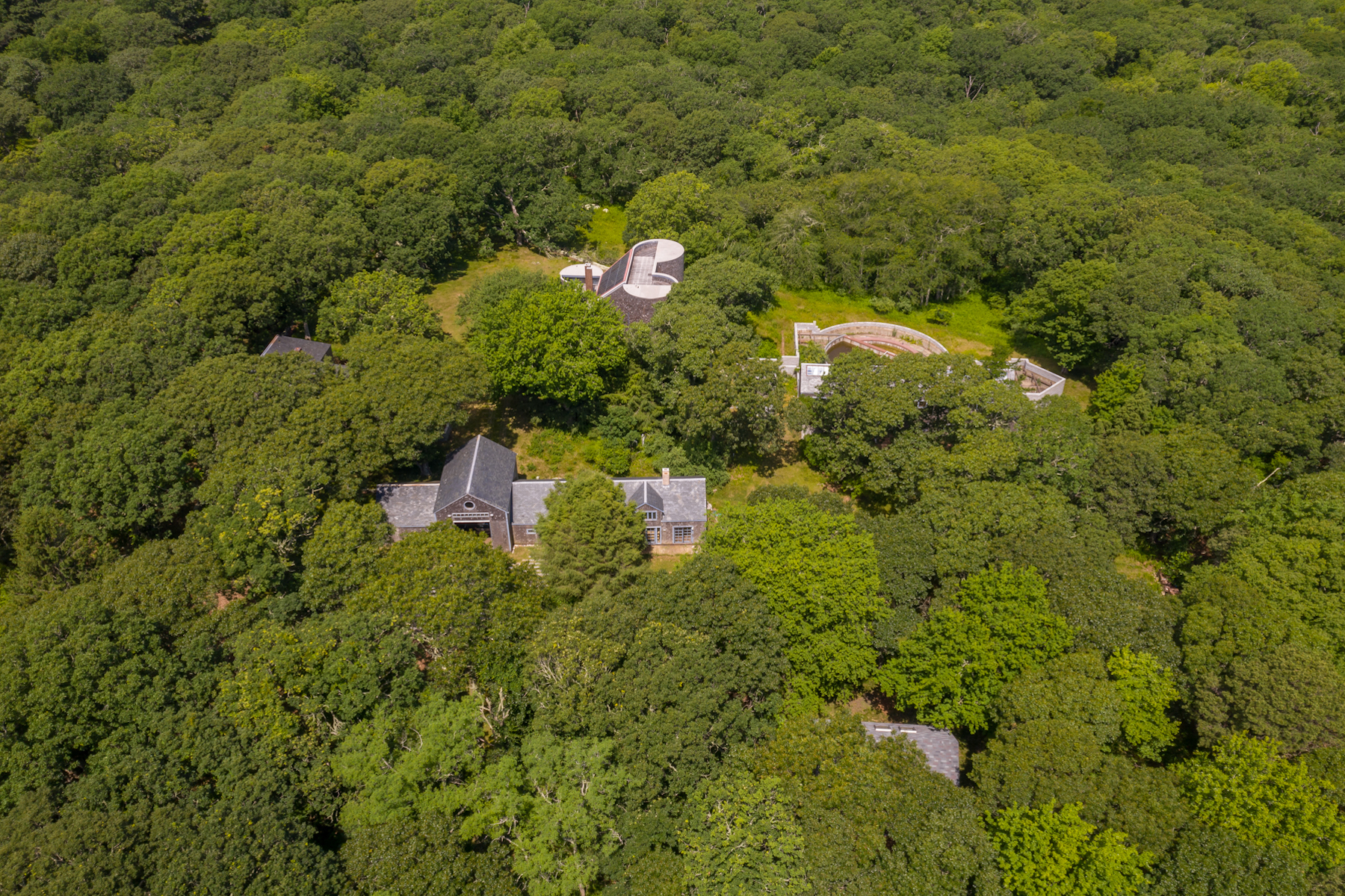 Single Family Homes 为 销售 在 Chilmark Estate with over 63 acres 27 Tower Lane 尔马克镇, 马萨诸塞州 02535 美国