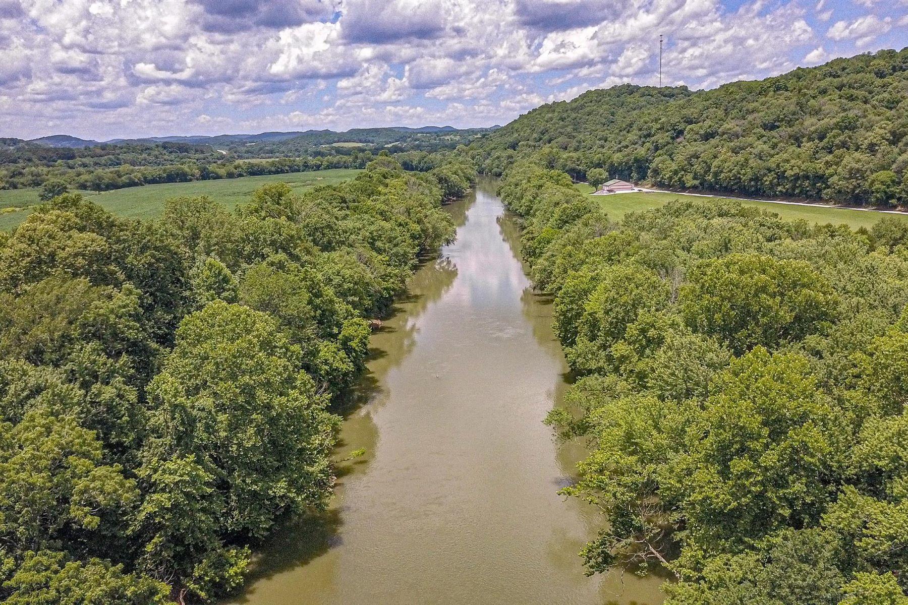 Terreno por un Venta en Beautiful 8 Acre Lot with River Access 0 Ben Gentry Lane Elmwood, Tennessee 38560 Estados Unidos