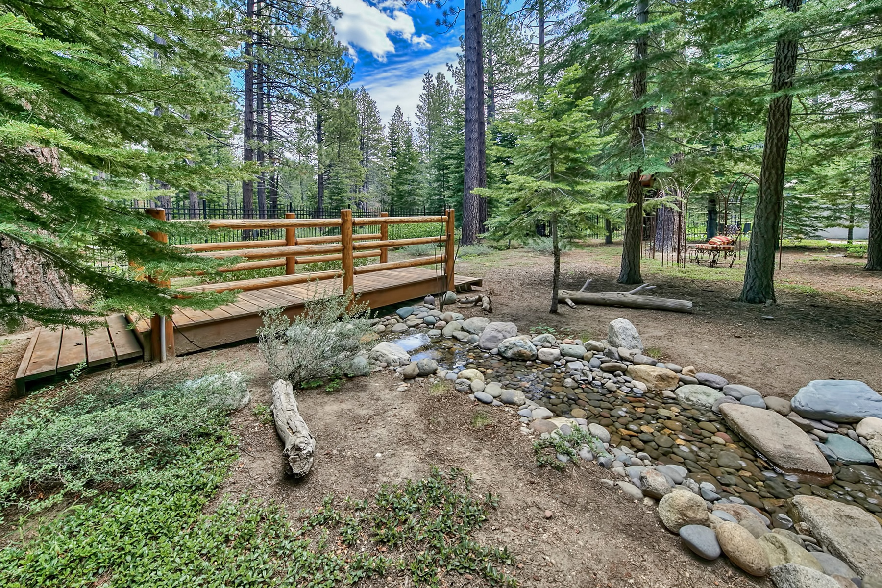 Additional photo for property listing at 551 Eloise Avenue, South Lake Tahoe, California 96150  South Lake Tahoe, California 96150 United States