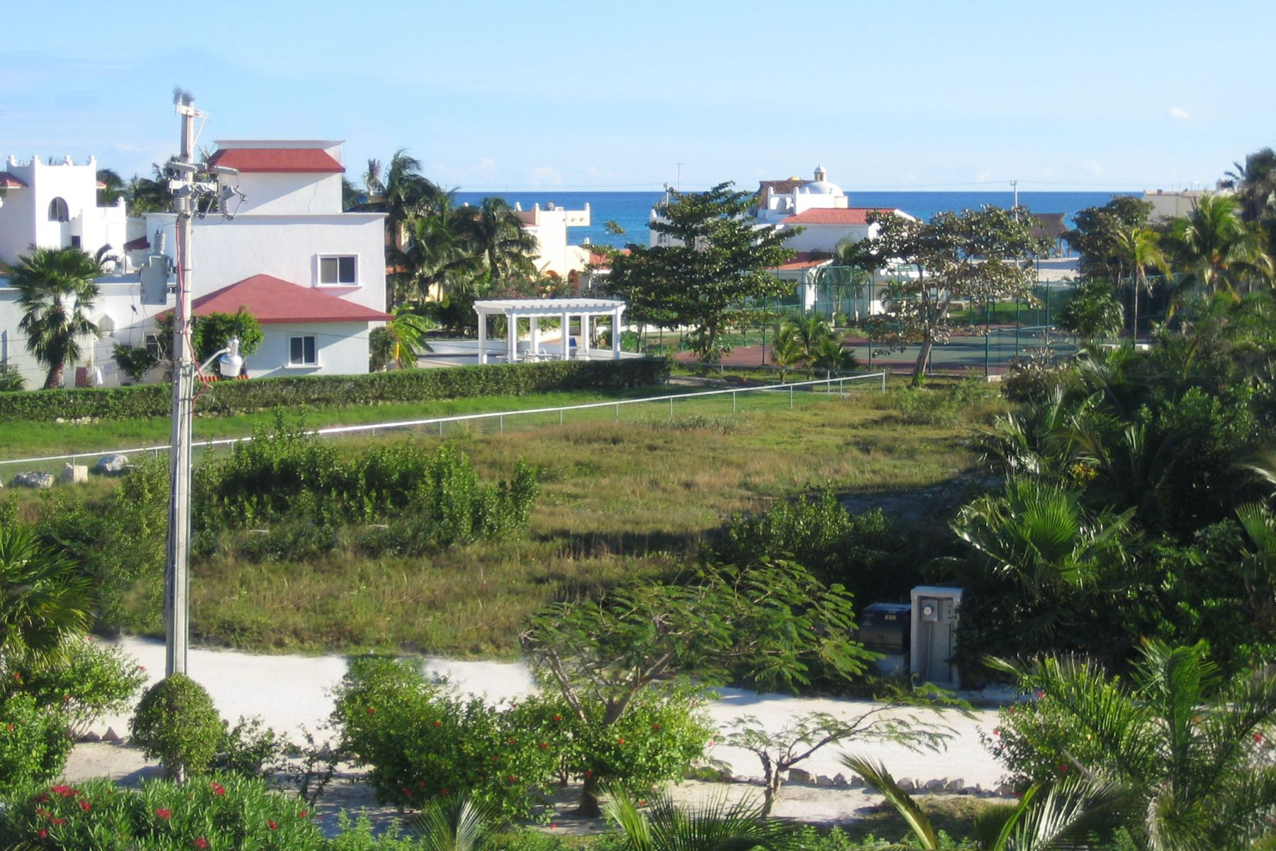 Additional photo for property listing at EXCELENTE LOTE EN PLAYA PARAÍSO  Other Quintana Roo, Quintana Roo 77710 México