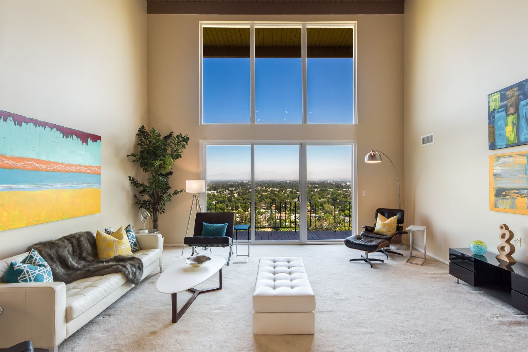 Single Family Home for Sale at 11559 Laurelcrest Dr Studio City, California 91604 United States