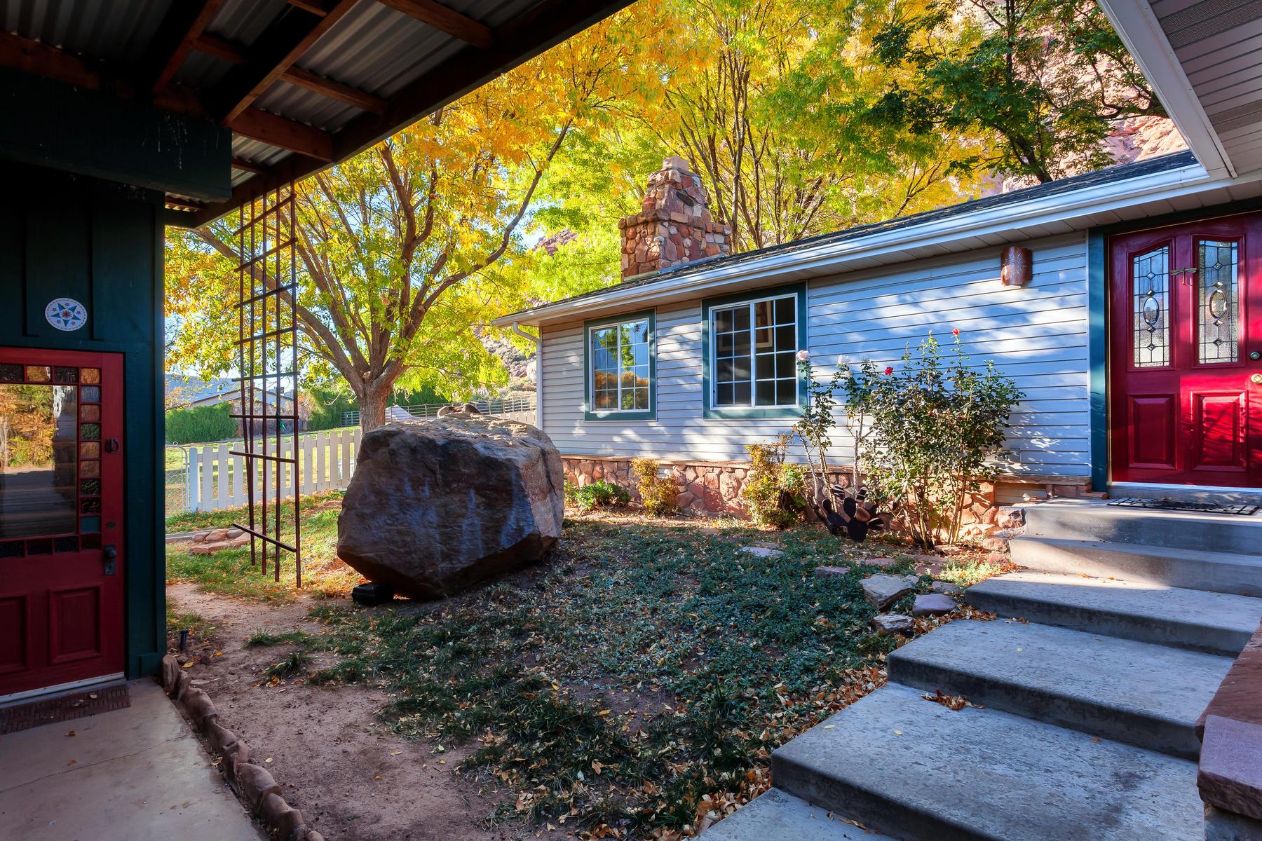 Nhà ở một gia đình vì Bán tại Gentleman's Horse Ranch near Zion 274 W Main St Rockville, Utah, 84763 Hoa Kỳ