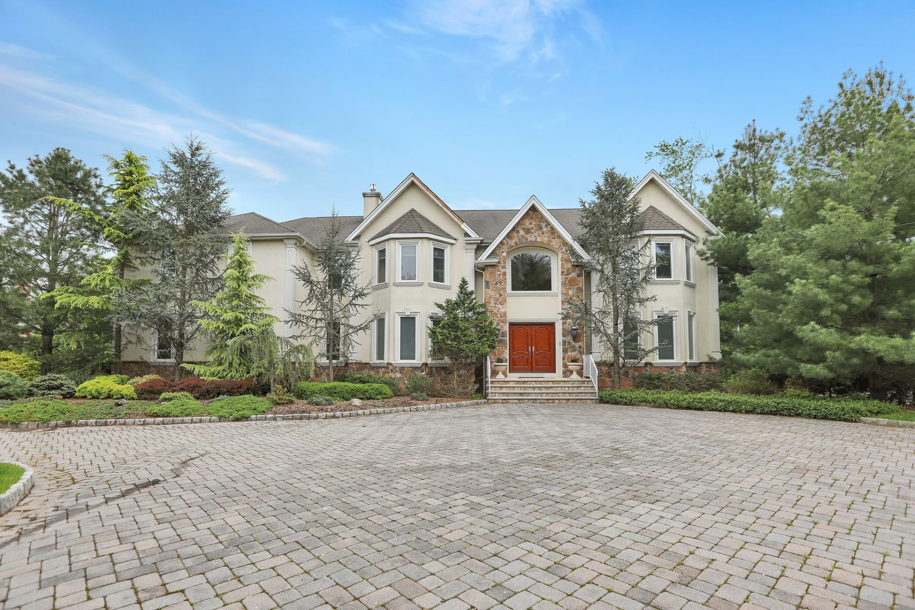 Single Family Home for Sale at Spectacular Panoramic Views! 1048 Westwood Avenue, Old Tappan, New Jersey 07675 United States