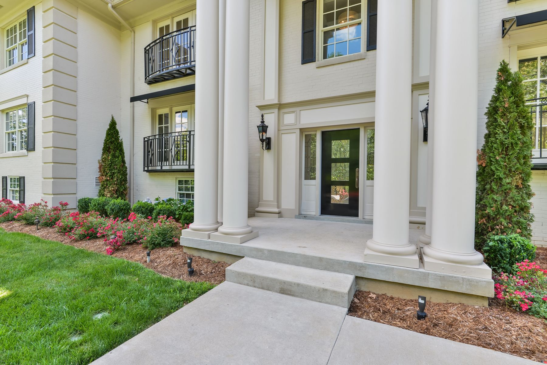 Additional photo for property listing at 1600 Cherokee Road Unit 2  Louisville, Kentucky 40205 United States