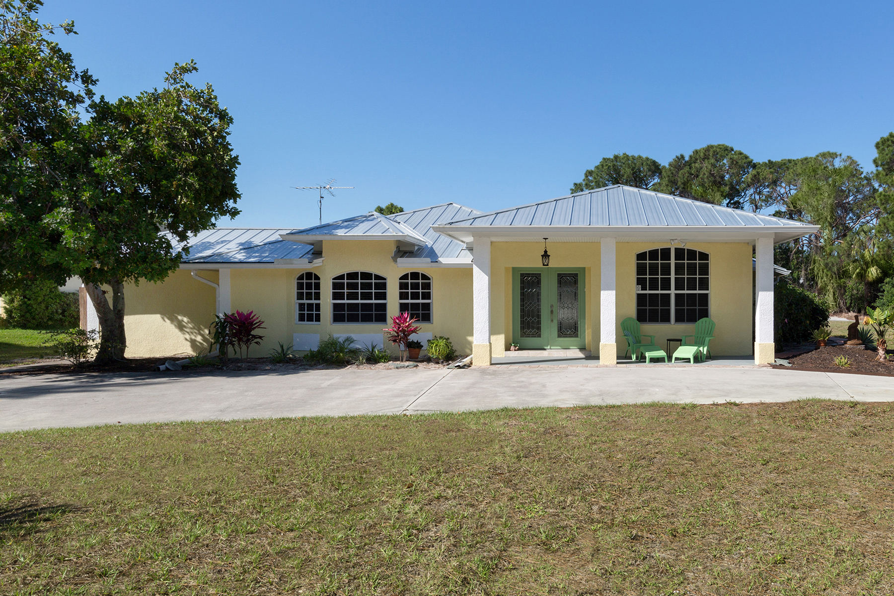 Single Family Homes for Sale at ENGLEWOOD 1490 Alamander Ave Englewood, Florida 34223 United States